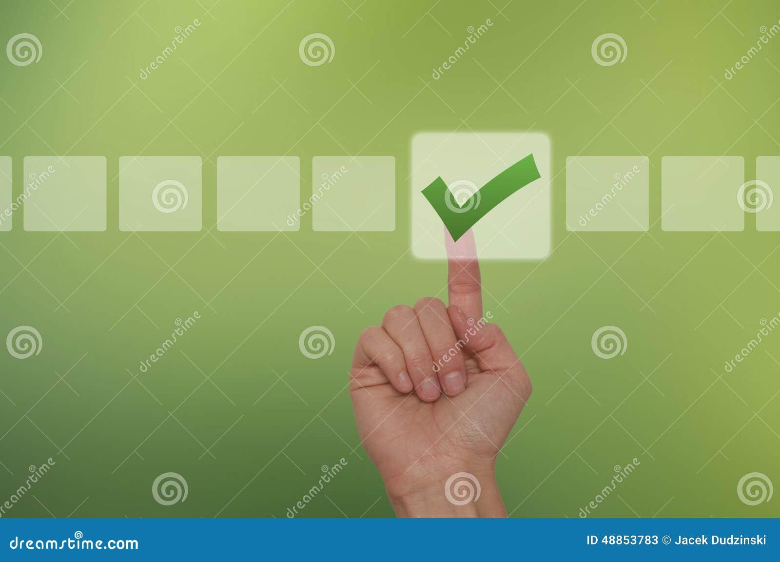 Rörande knapp för kvinnlig hand och ticka kontrollasken