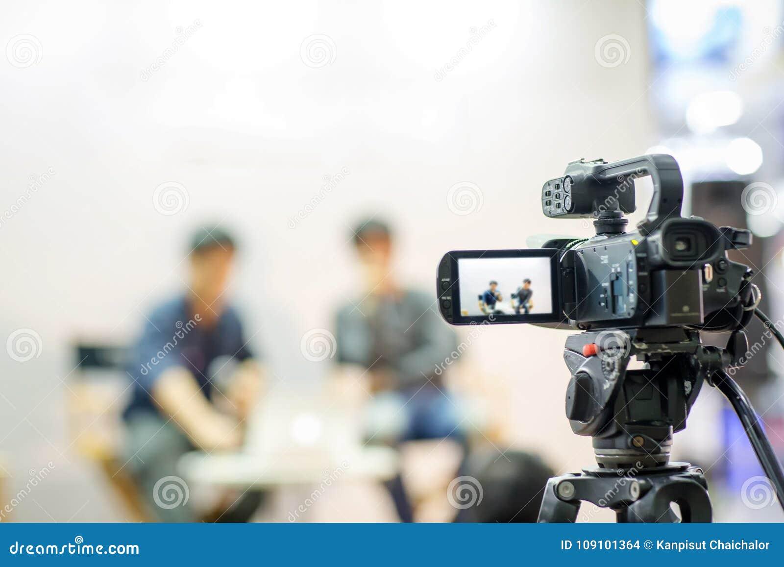 Rörelse för lås för bild för kamerashowsökare i intervju- eller TV-sändningbröllopceremoni, låskänsla