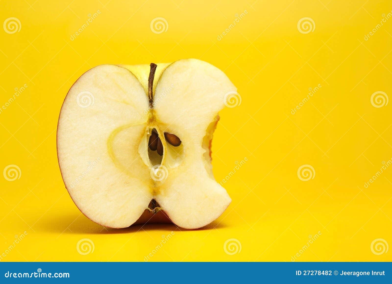 Rött äpple som in half klipps