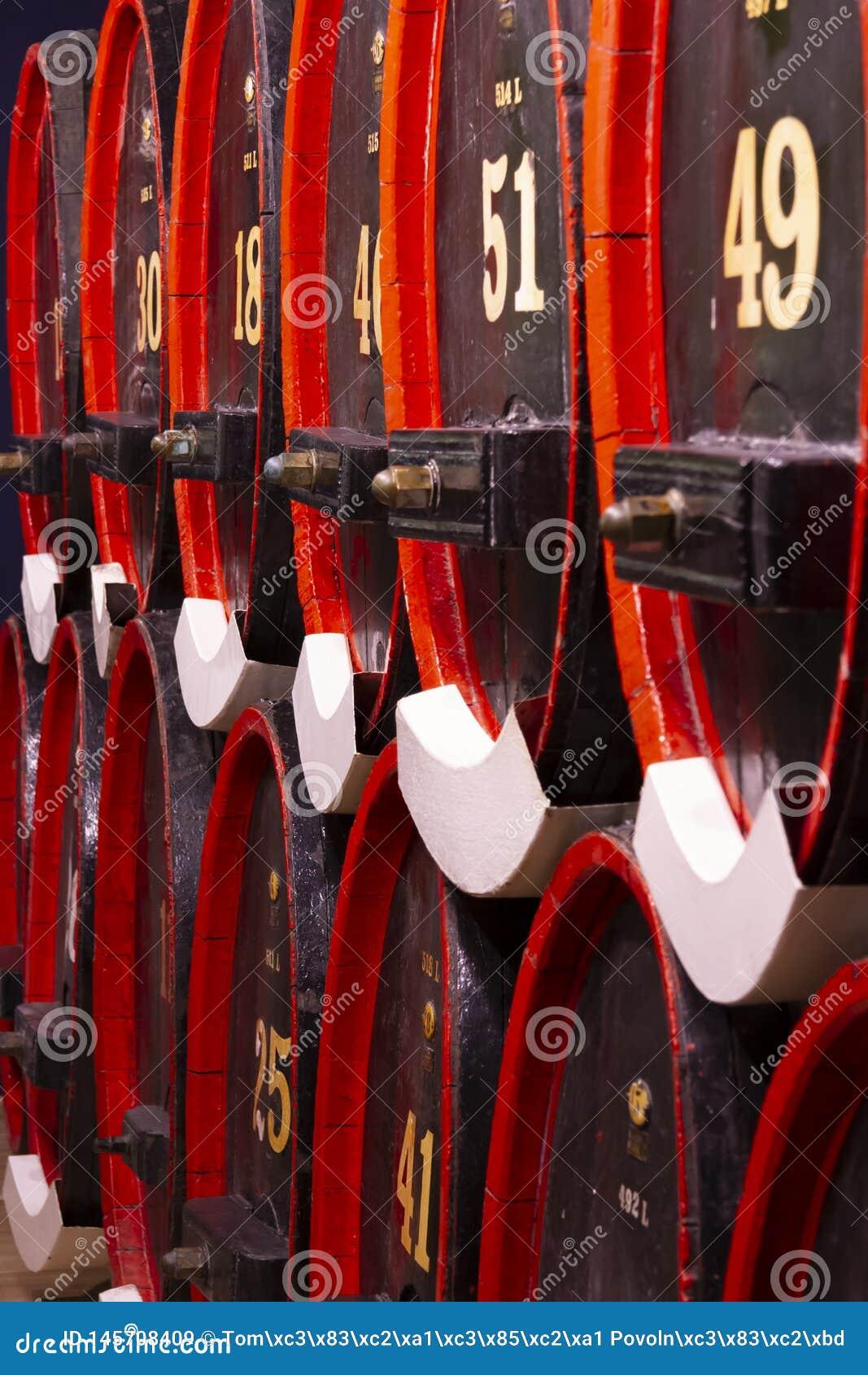 Rött för trummor för ek för tappninglikörkällare svart