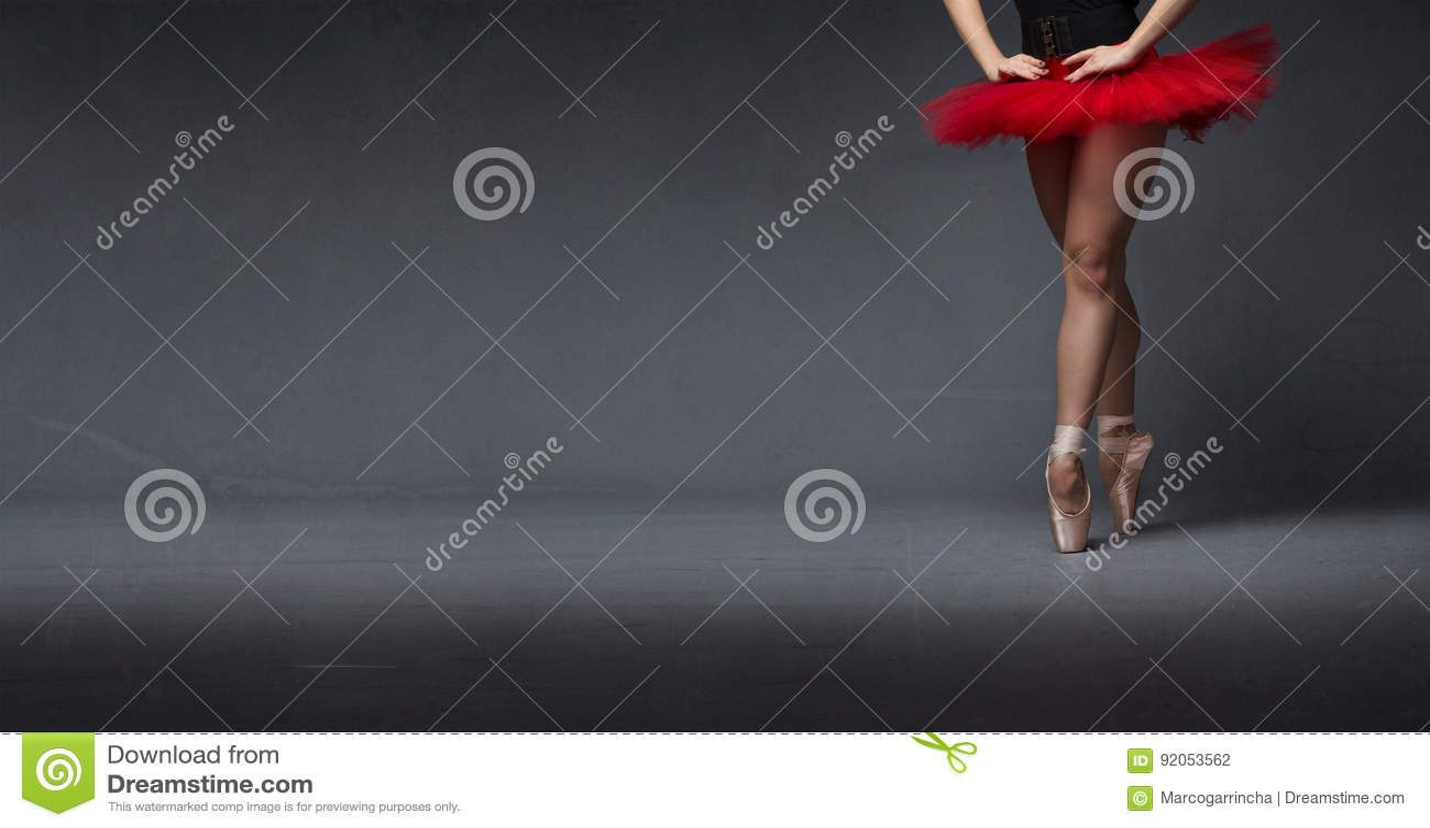 Rött nära övre för ballerinakjol och för tåspetsarna