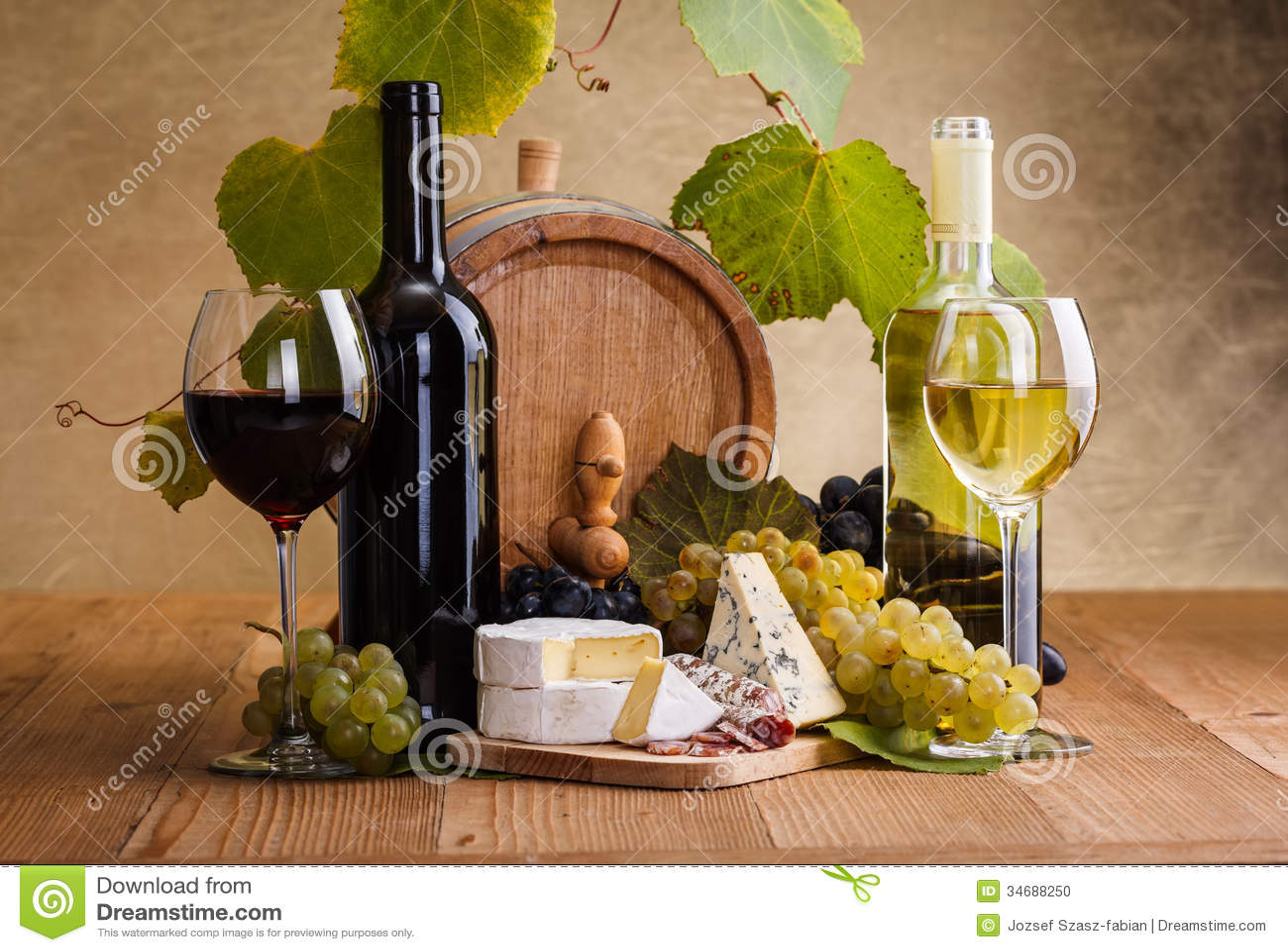 Rött vin med ost- och blåttdruvamellanmålet