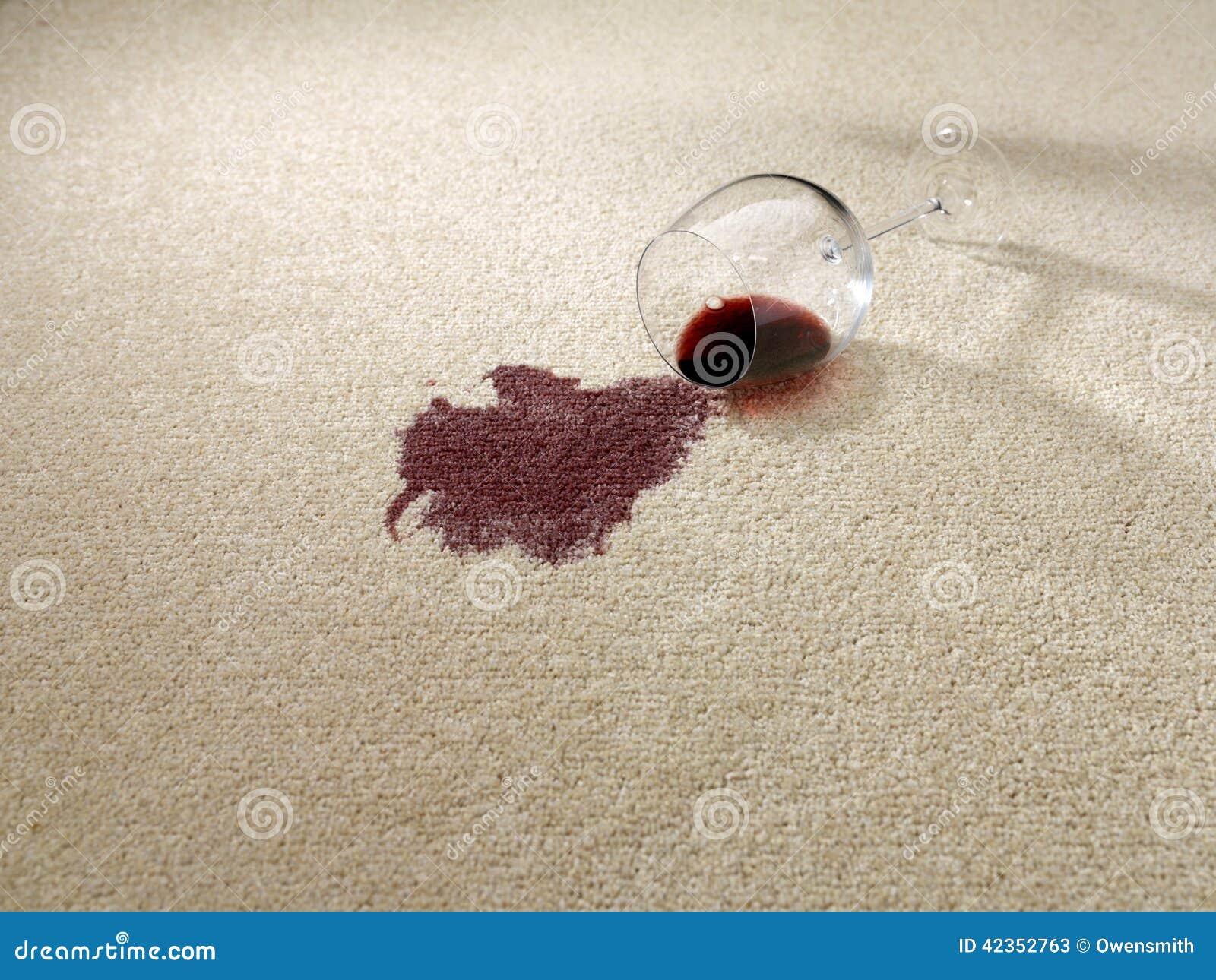 Rött vin som spills på matta