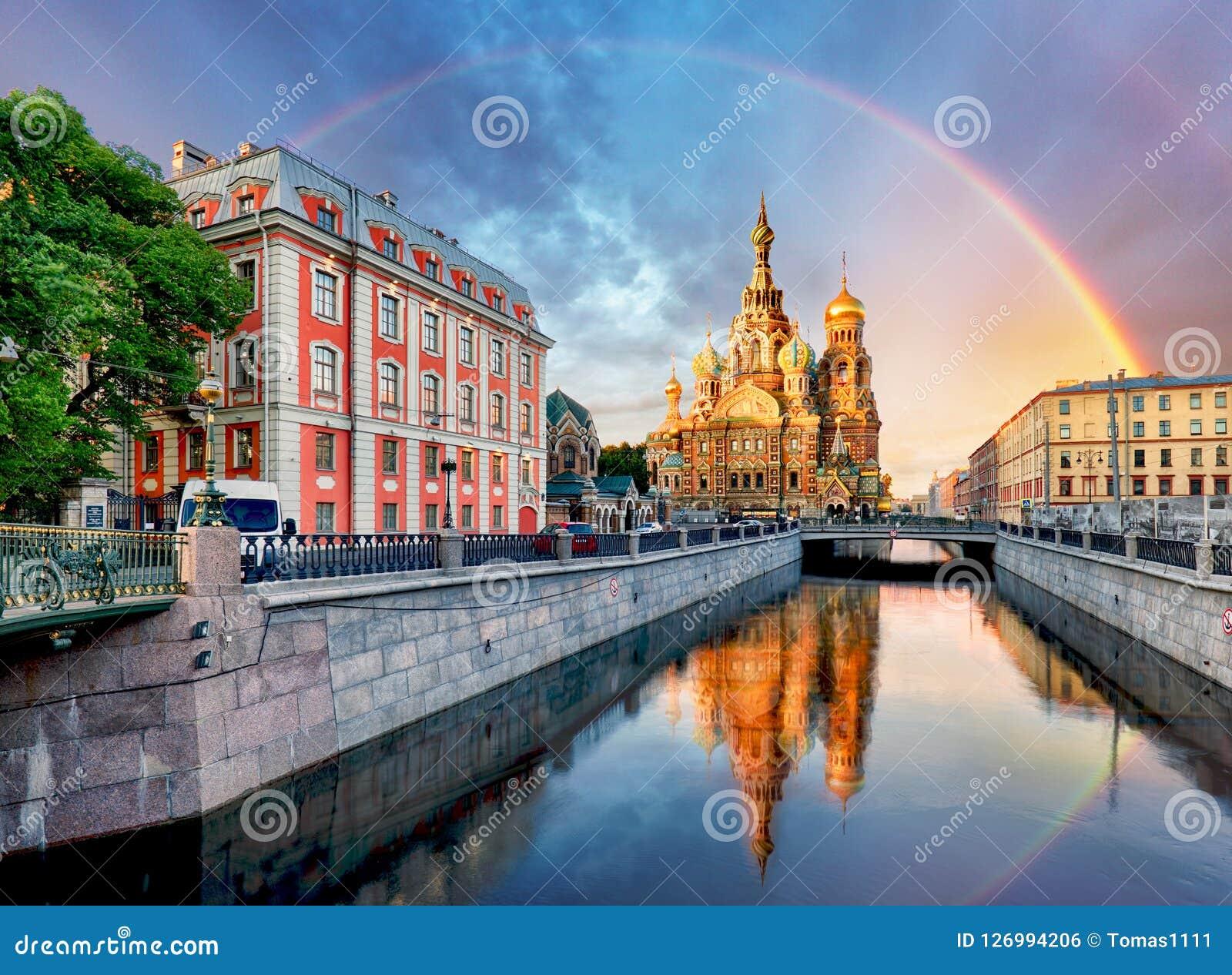 Rússia, St Petersburg - salvador da igreja no sangue Spilled com ra