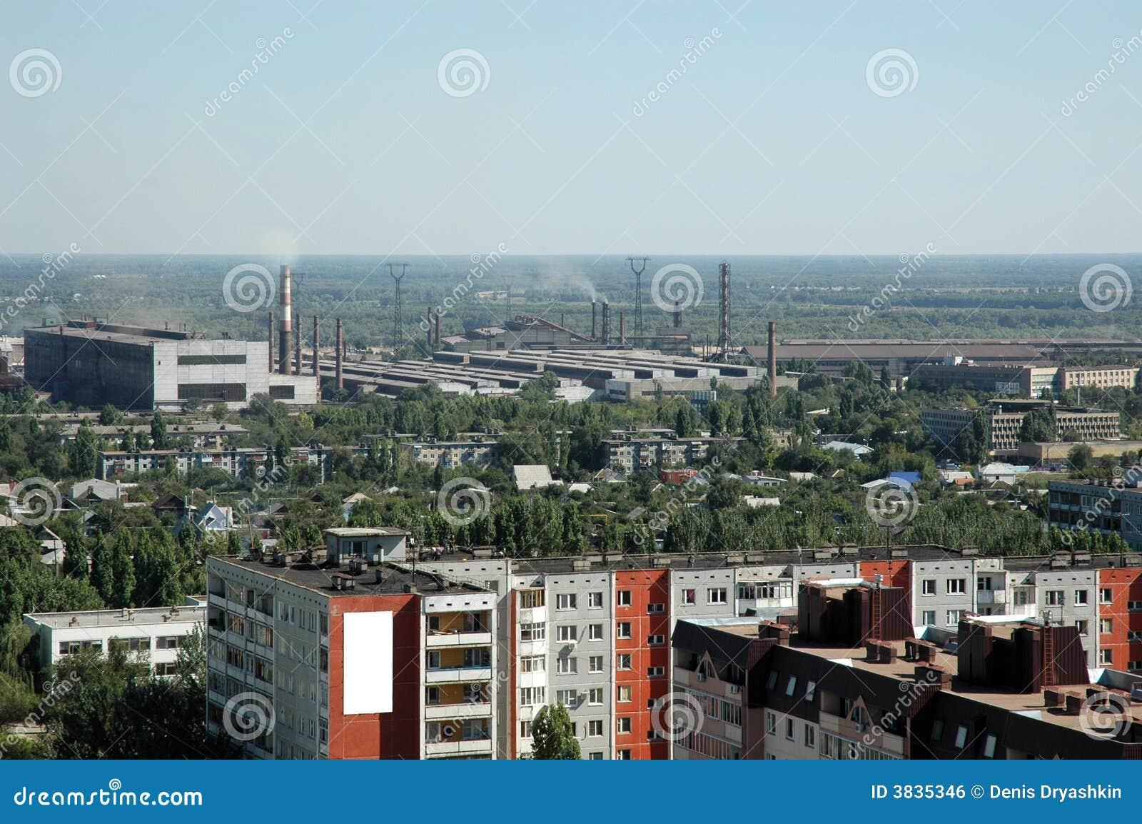 Rússia. Volgograd. Um tipo na cidade da altura