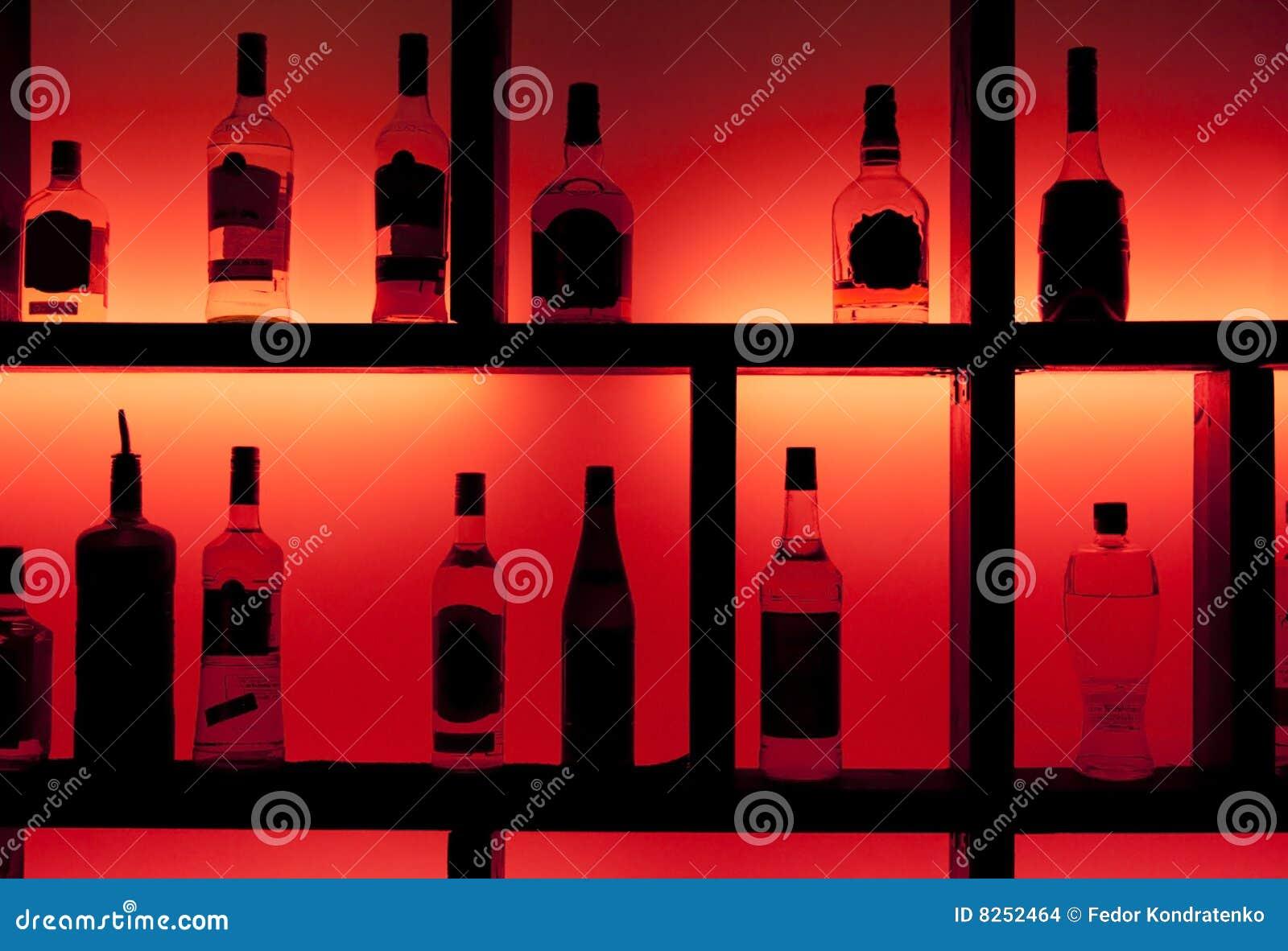 Rückseite beleuchtete Flaschen in einem Cocktailstab
