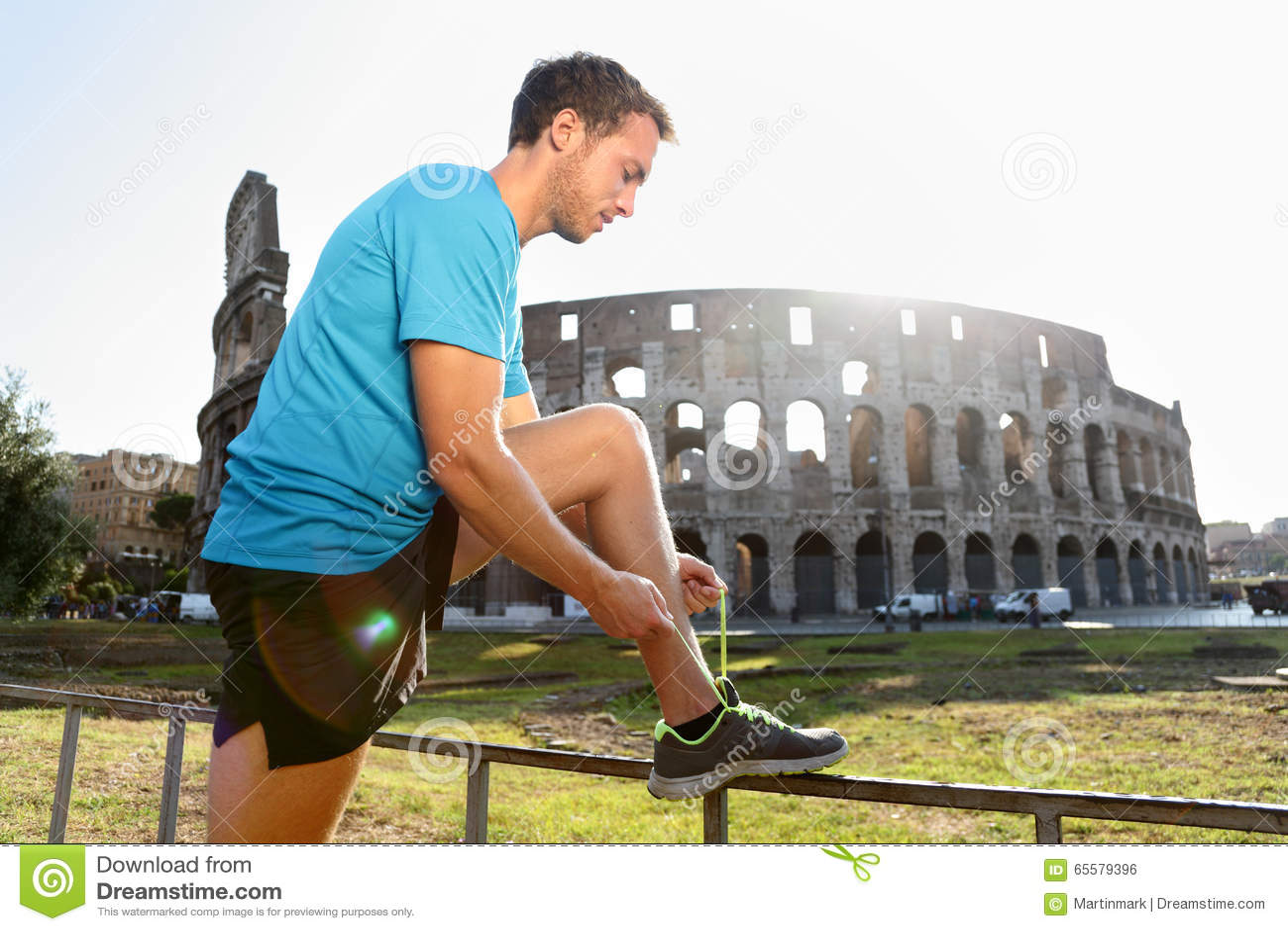 Rüttler, der Spitzee durch Colosseum binden läuft
