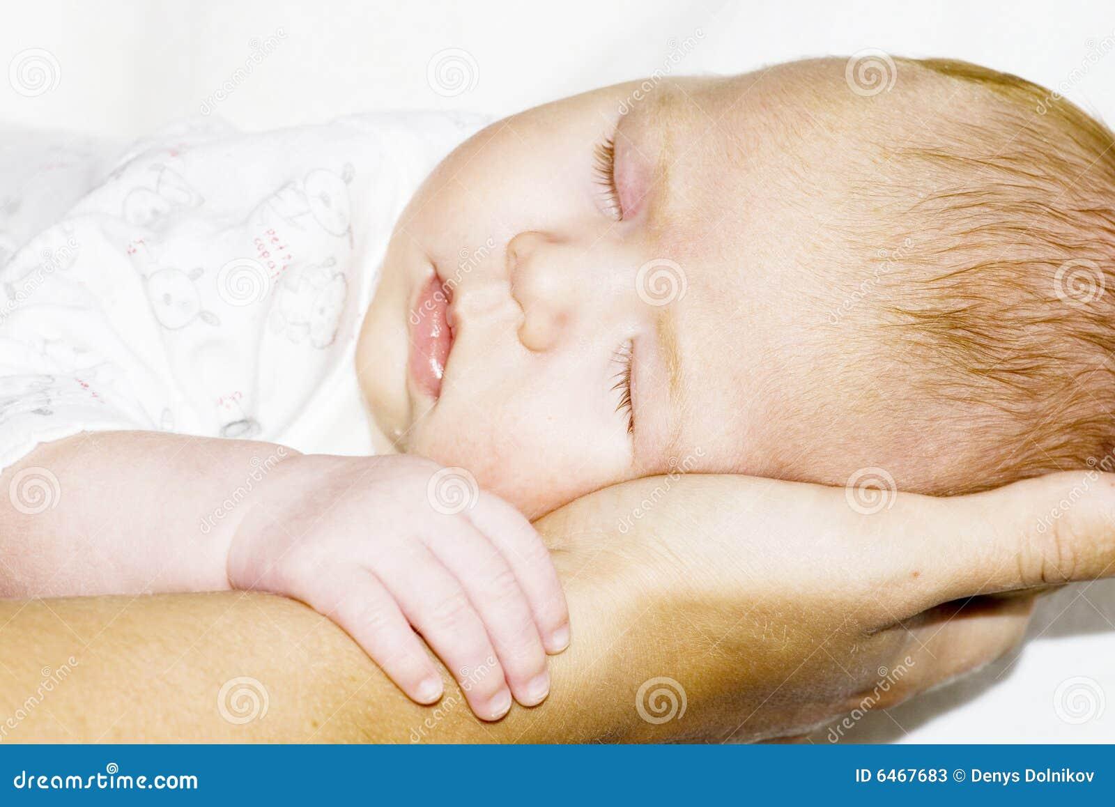Rąk matki dziecka sen