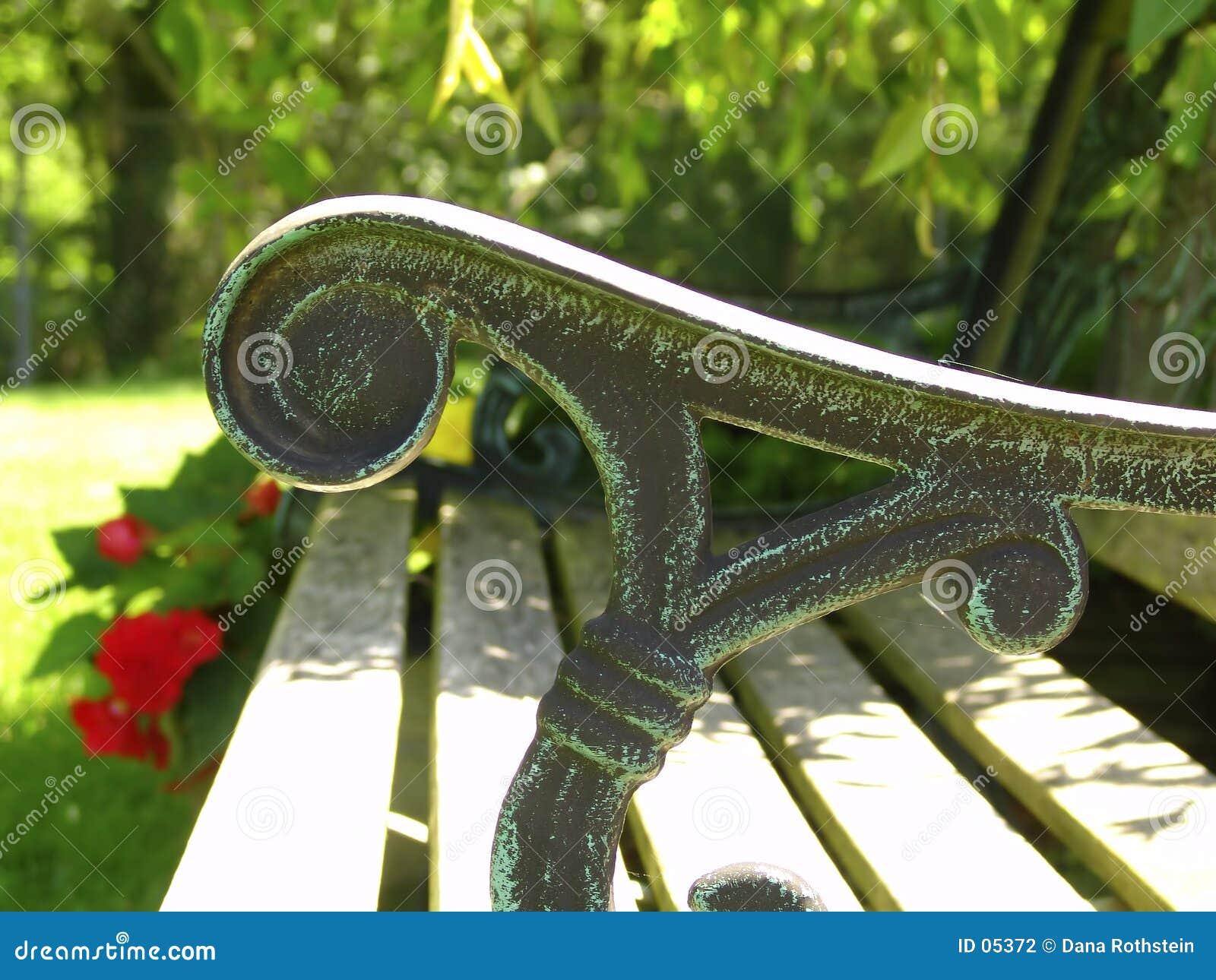 Ręce na ławce