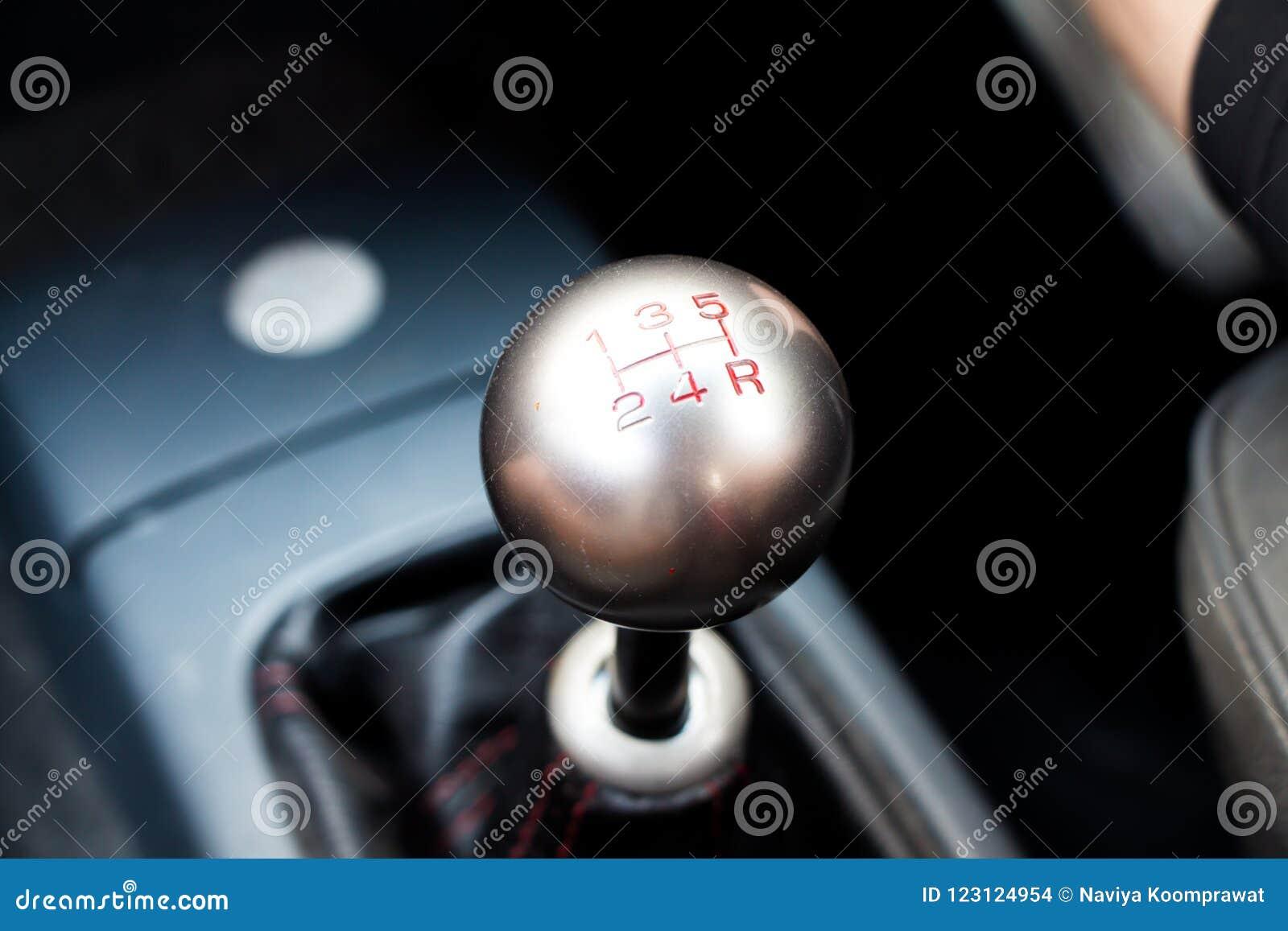 Ręczna przekładnia w ręcznego przekazu samochodzie