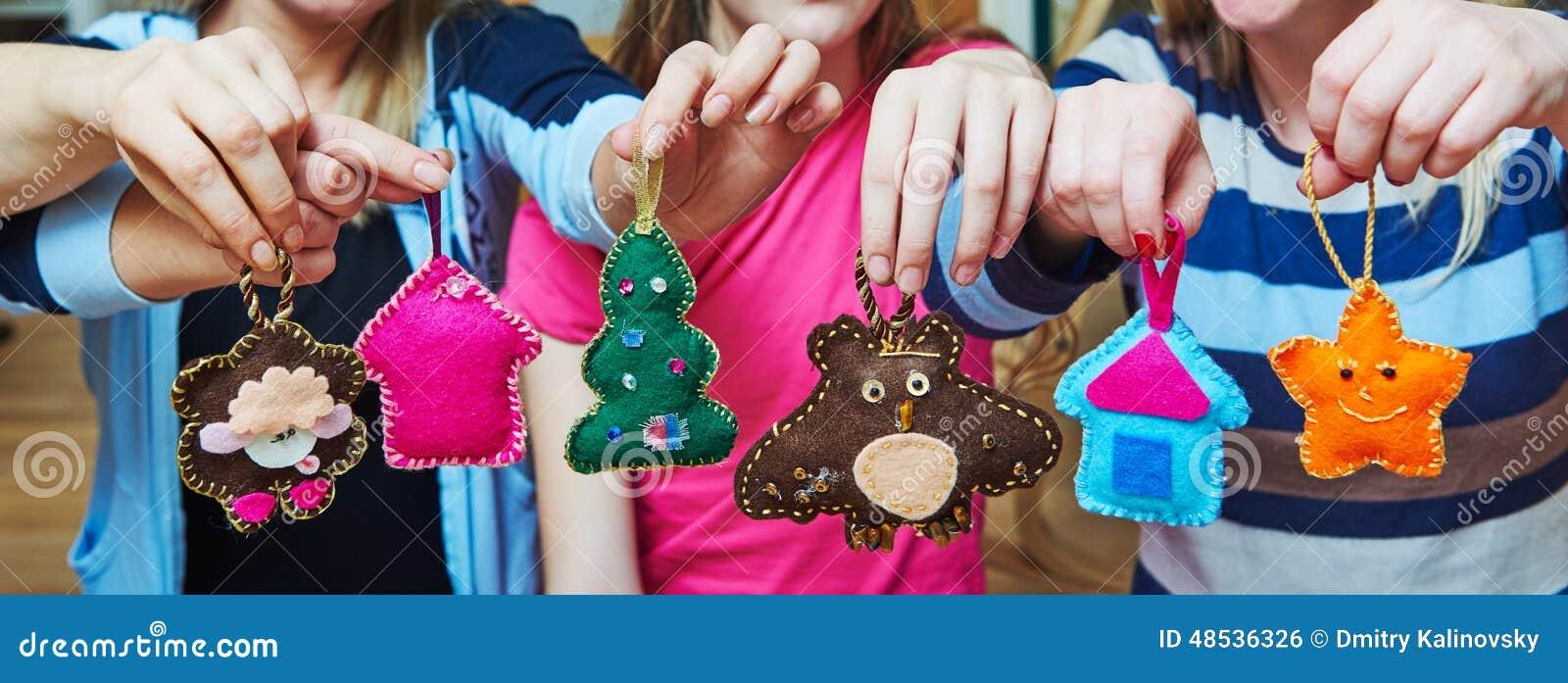 Ręcznie robiony odczuwana choinki dekoracja