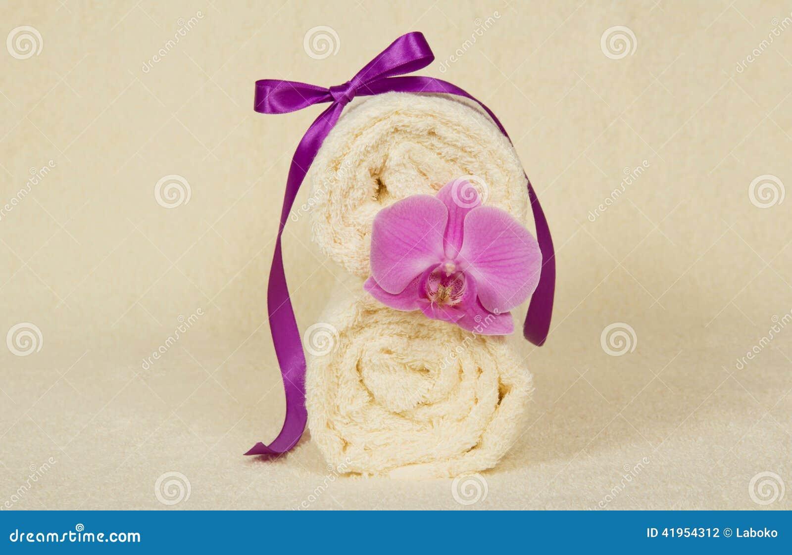 Ręcznik rolka dekorująca z kwiatem