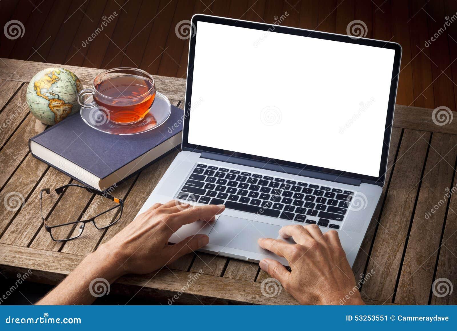 Ręka komputeru biurko