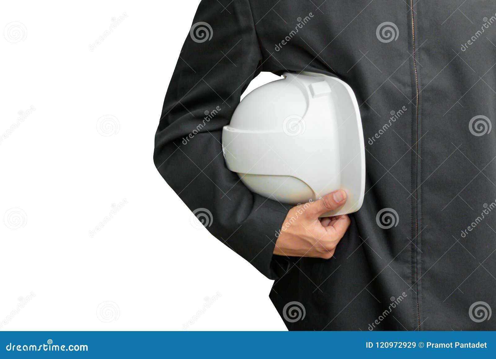 Ręka trzyma białego zbawczego hełm plastikowy inżynieria pracownik w budowie odizolowywającej na białym tle