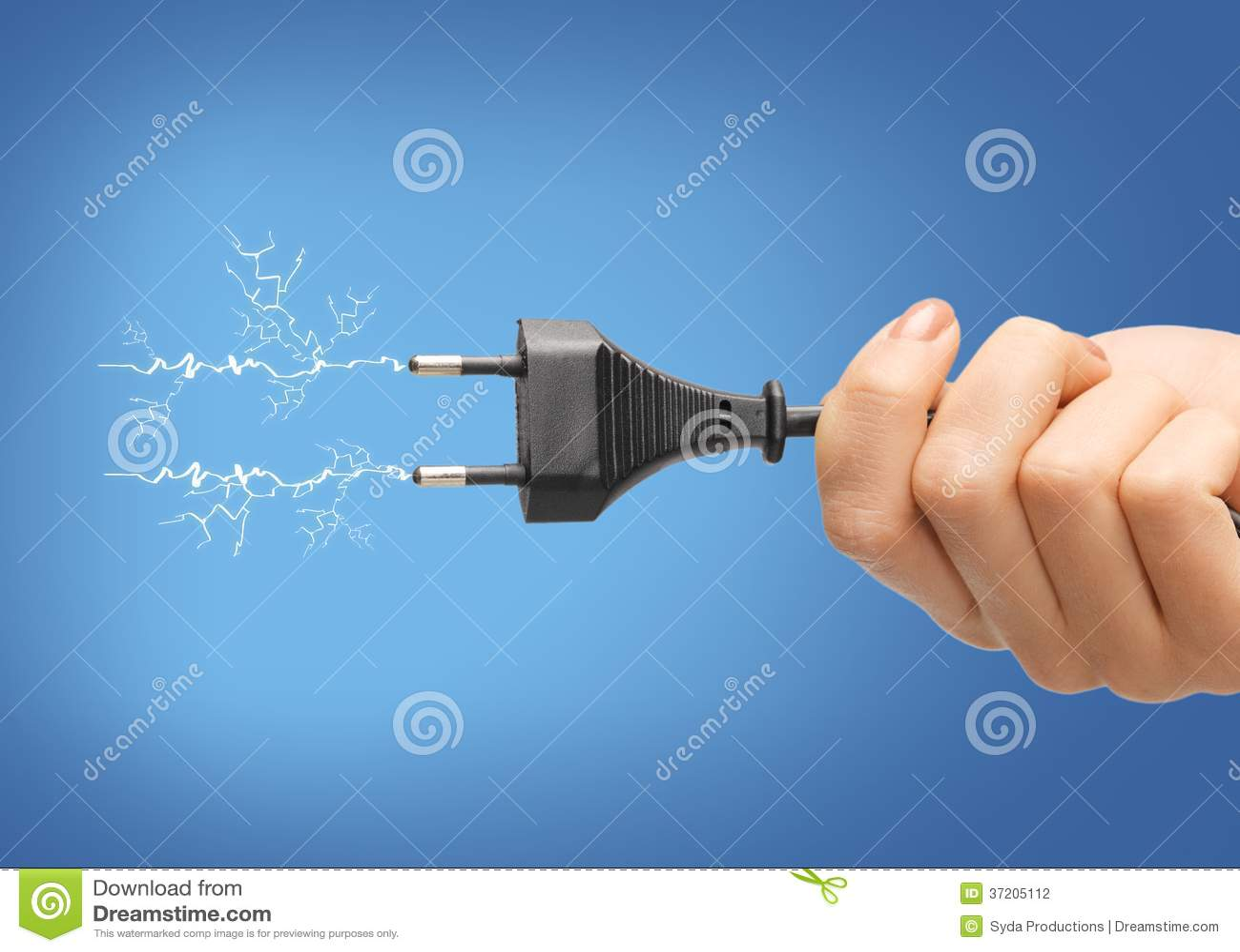 Ręka trzyma czarną elektryczną prymkę z drutem
