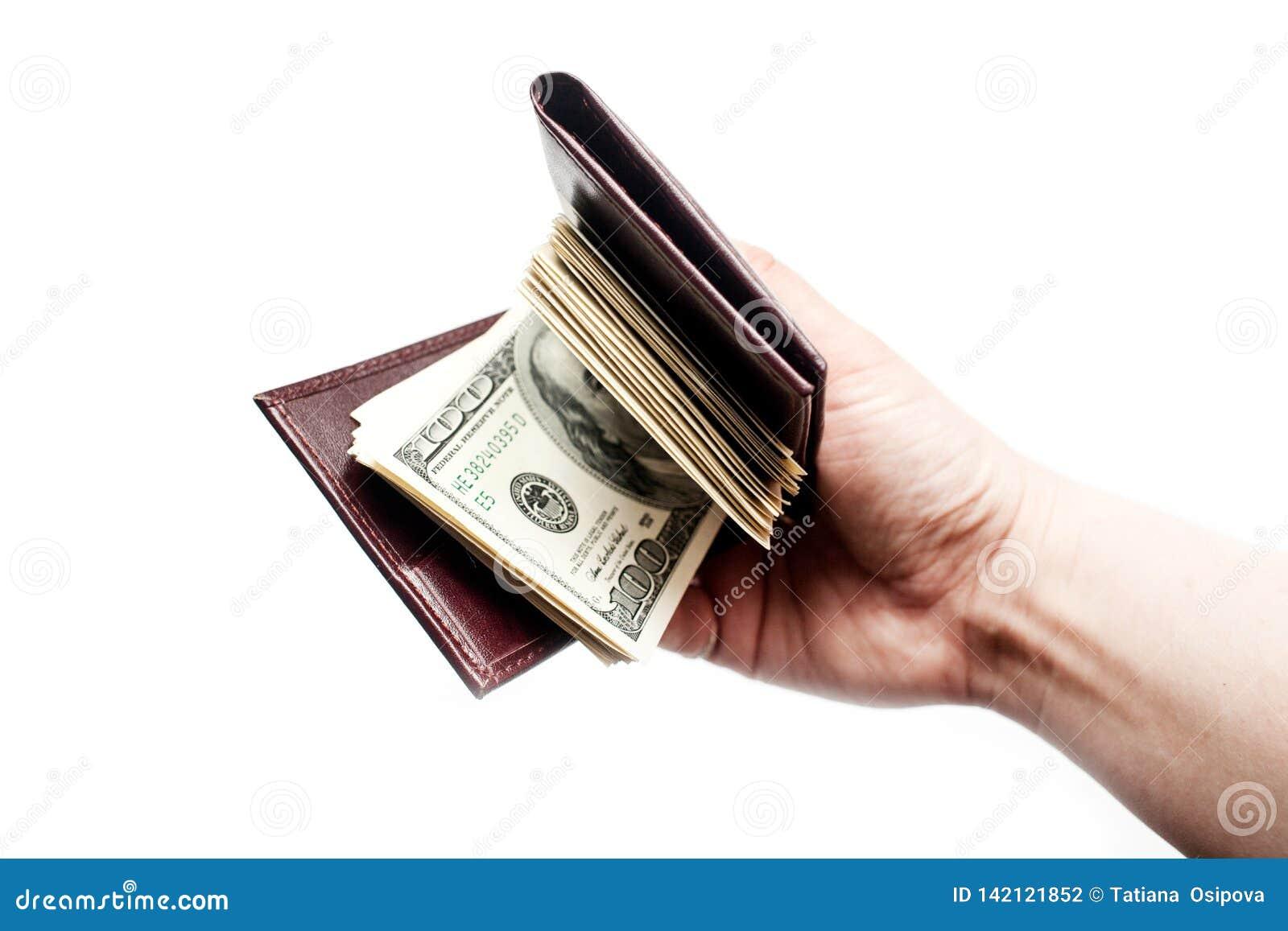Ręka trzyma portfel gotówka odizolowywająca nad białym tłem pełno