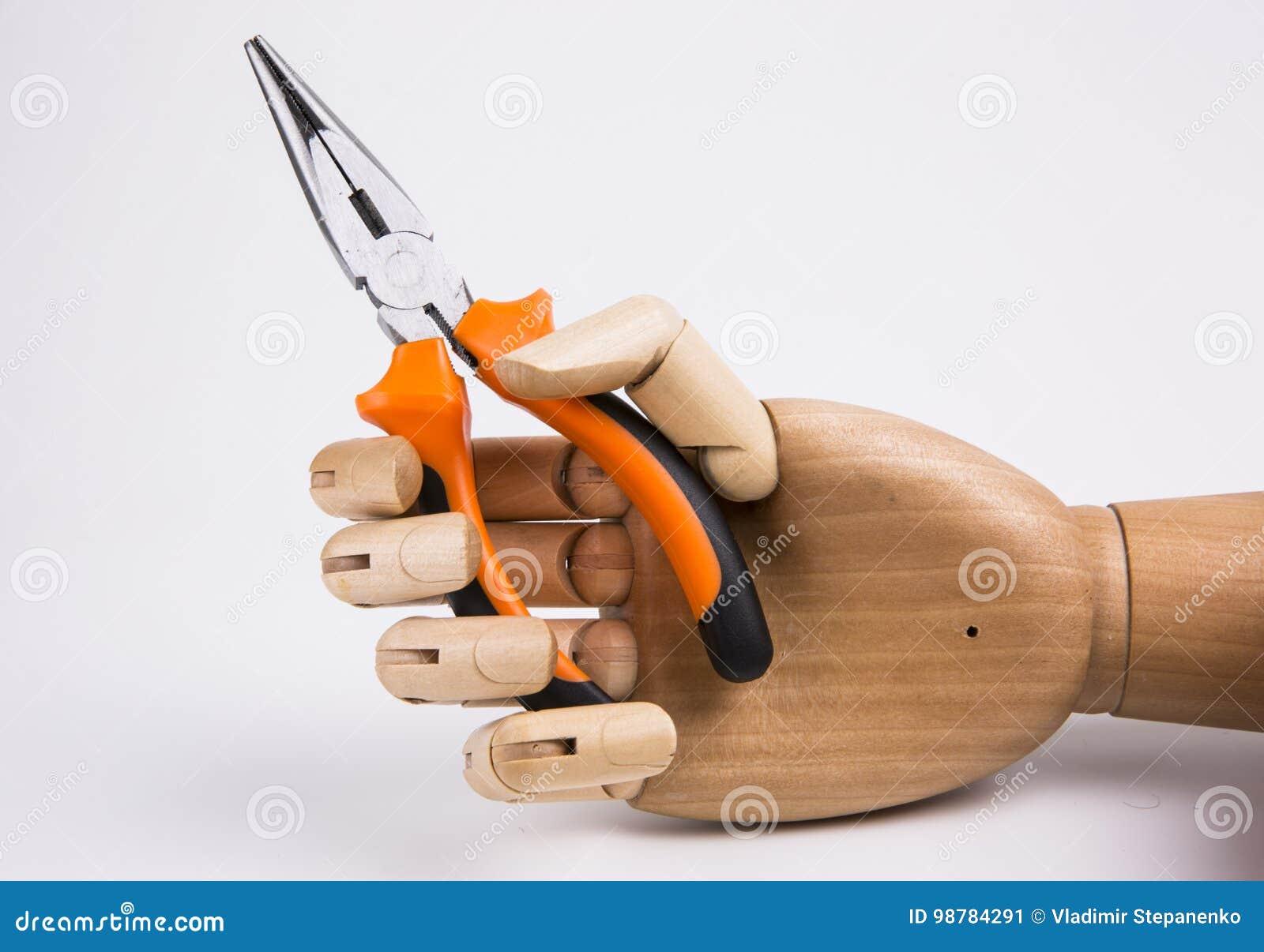Ręka trzymający cążki