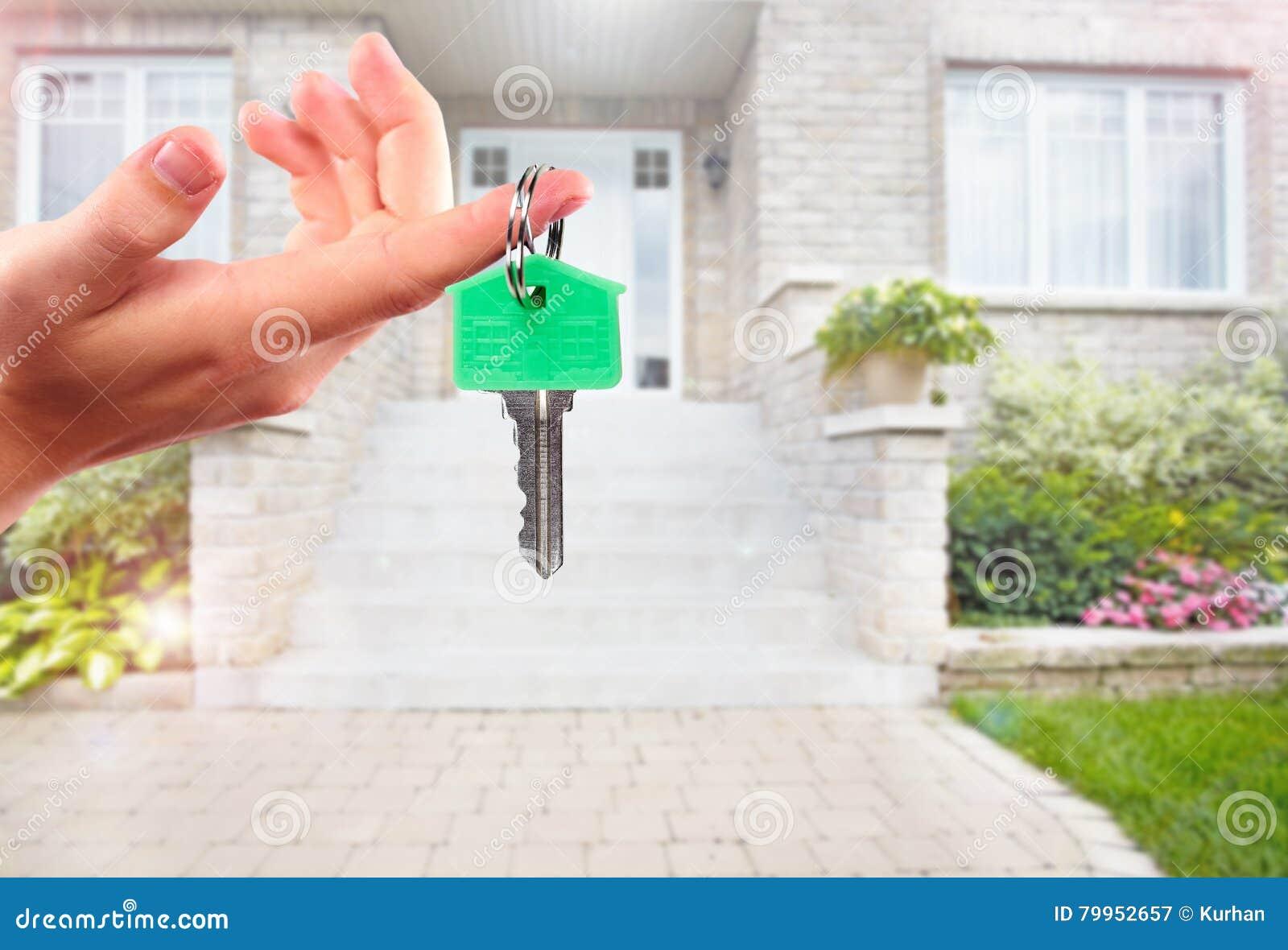 Ręka z domu kluczem