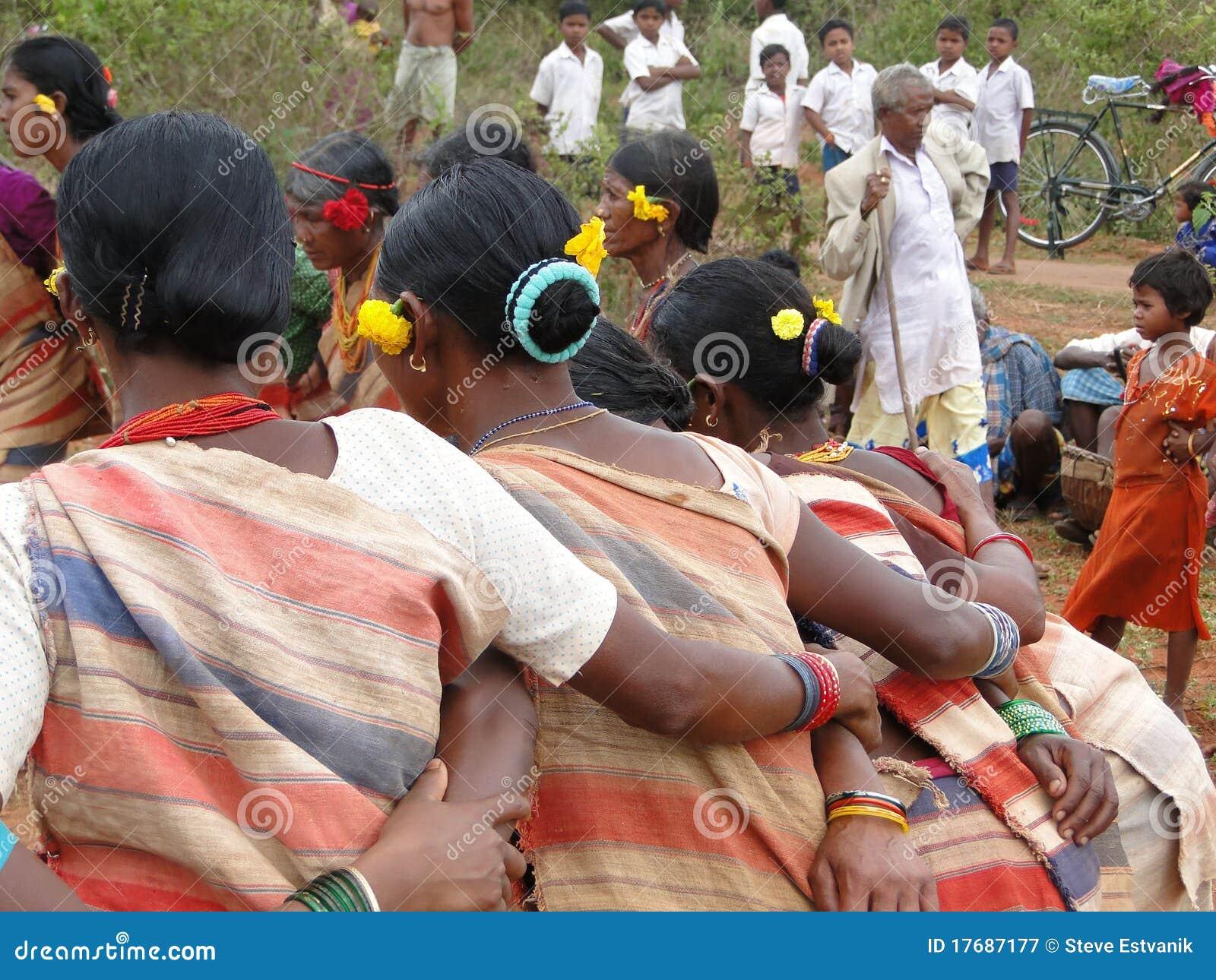 Ręki łączą plemienne kobiety
