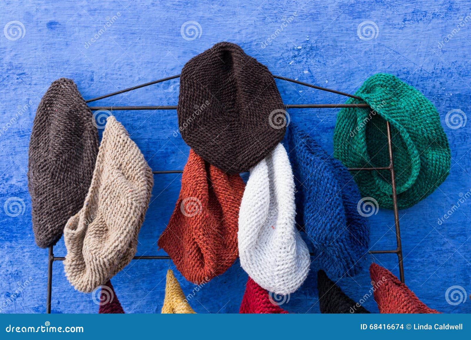 Ręki dzianiny kapelusze