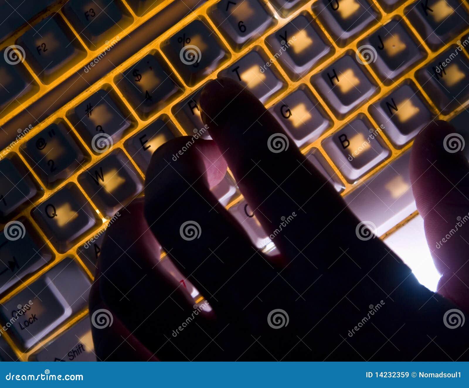 Ręki klawiatury oświetlenie