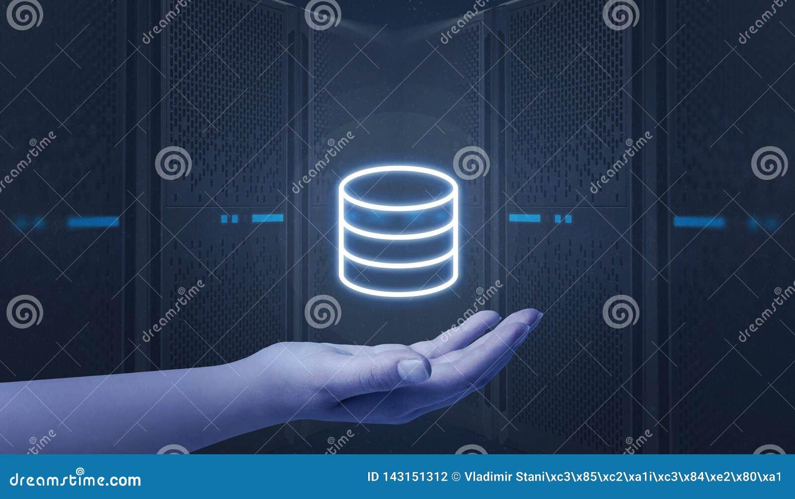 Ręki mienia serwer, centrum danych ikona Web hosting serwery w tle