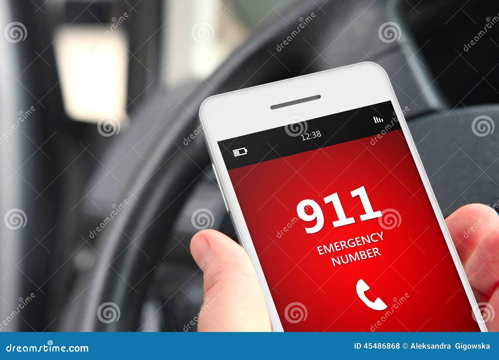 Ręki mienia telefon komórkowy z przeciwawaryjną liczbą 911