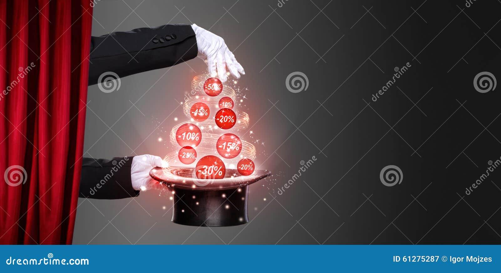 Ręki odgórny kapelusz na scenie i magik
