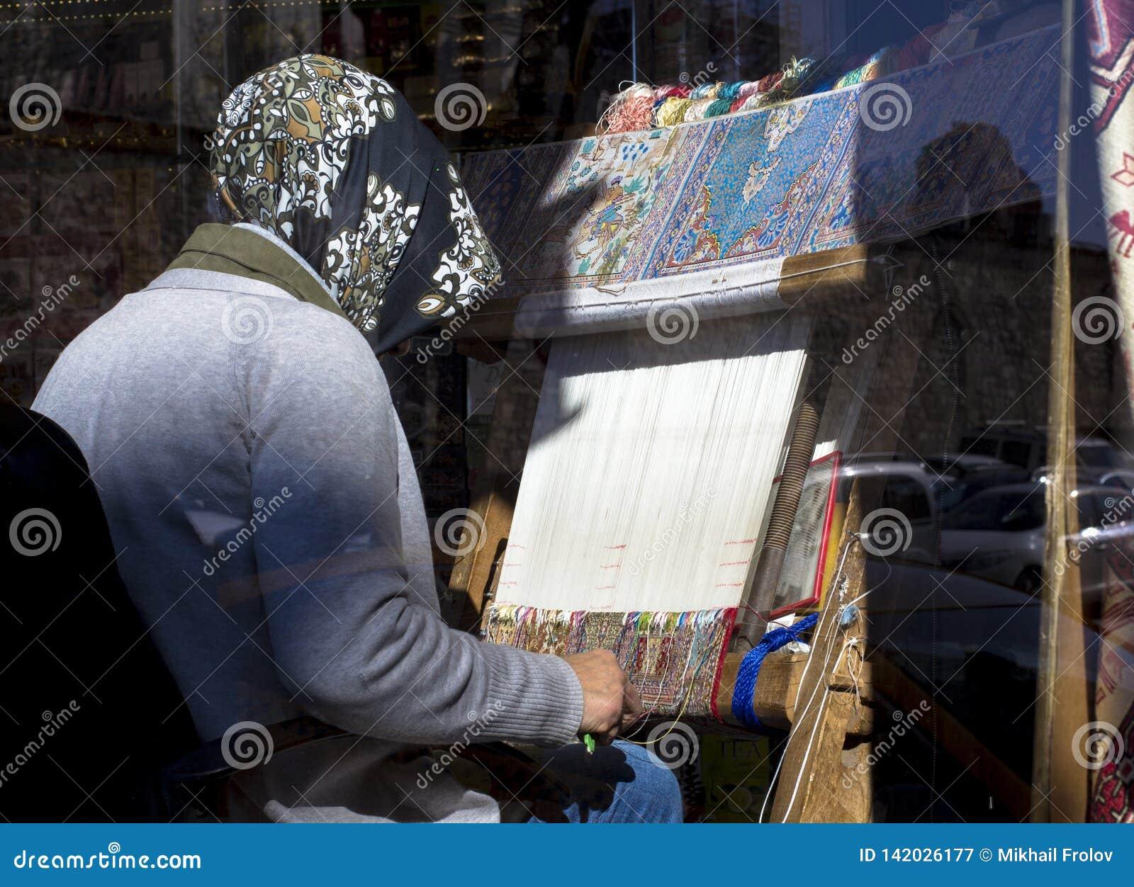 Ręki tkactwa dywan Turkush damy tkactwa dywanowy handmade dywan