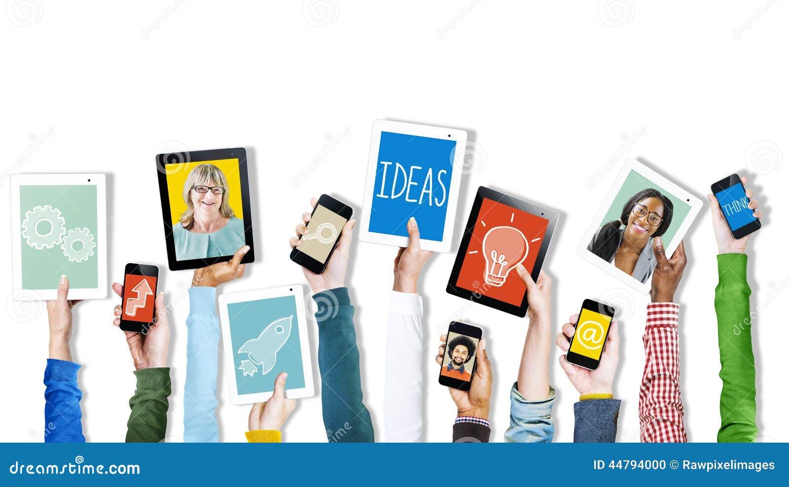 Ręki Trzyma Cyfrowych przyrządów symbole i obrazki