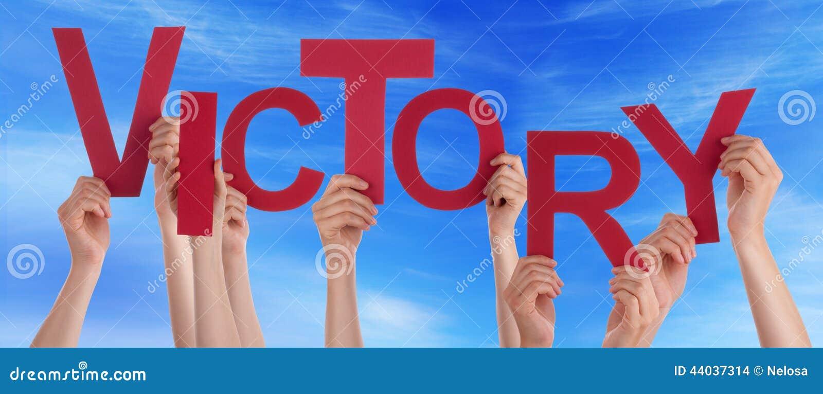 Ręki Trzyma zwycięstwo w niebie