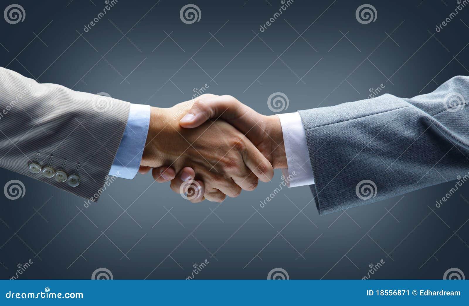 Ręki uścisk dłoni mienie
