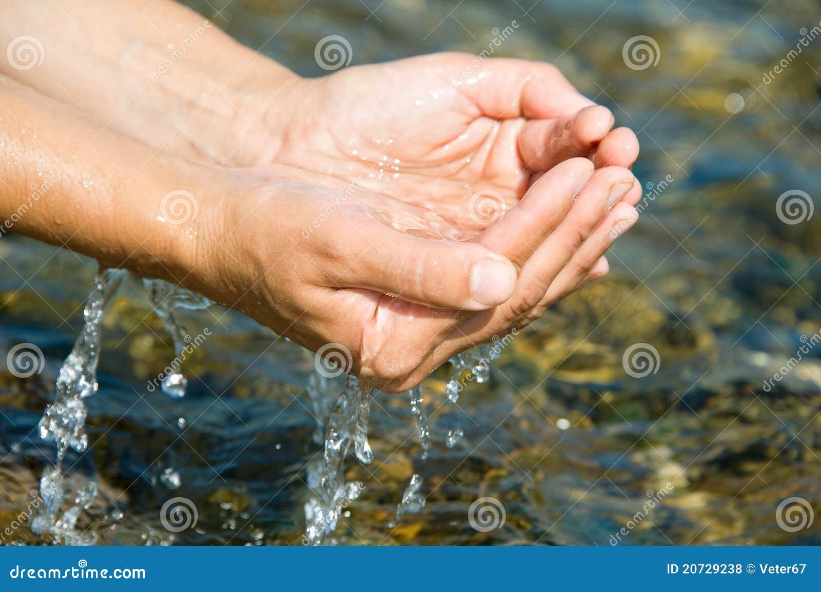 Ręki woda