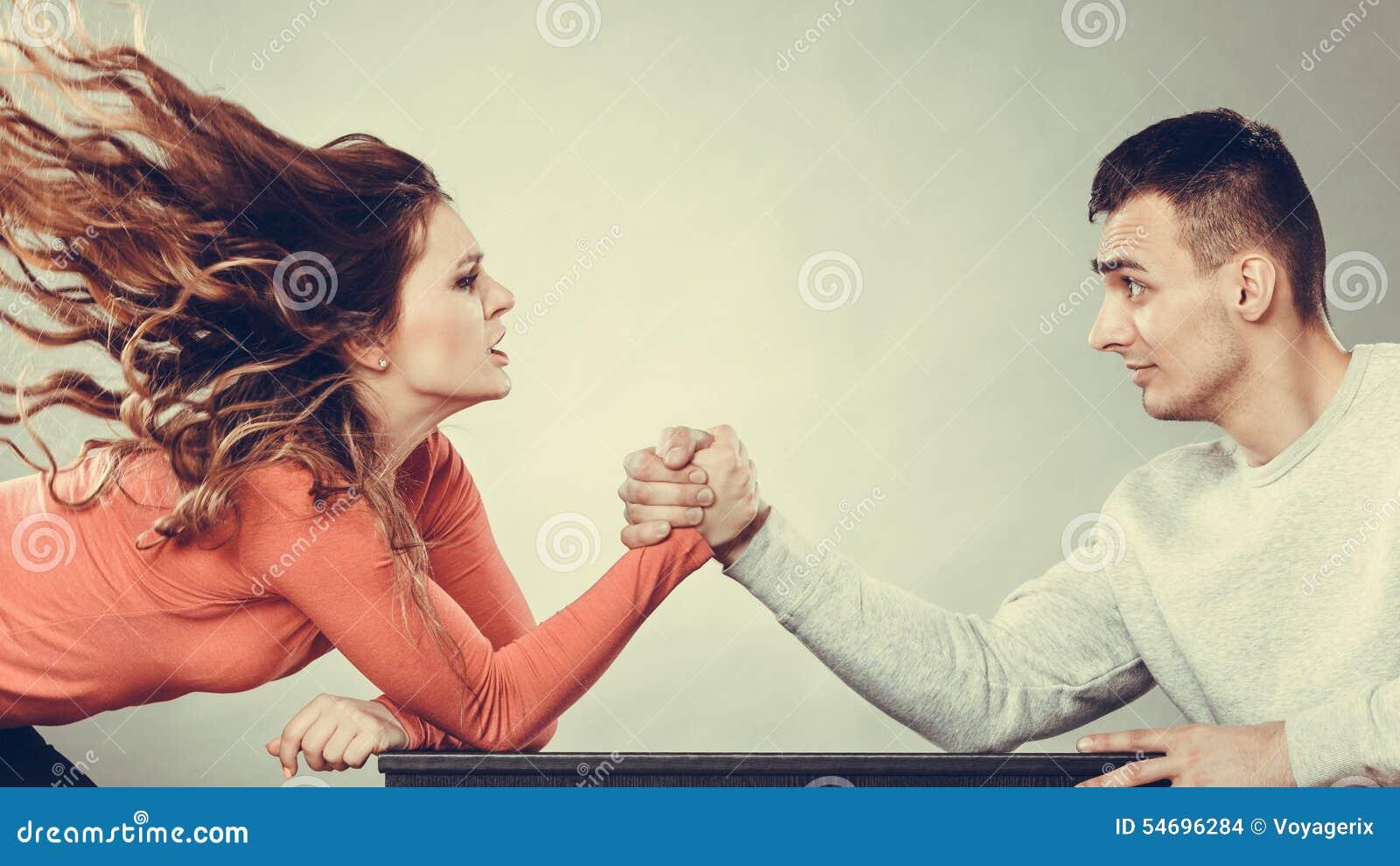 Ręki zapaśnictwa wyzwanie między potomstwo parą