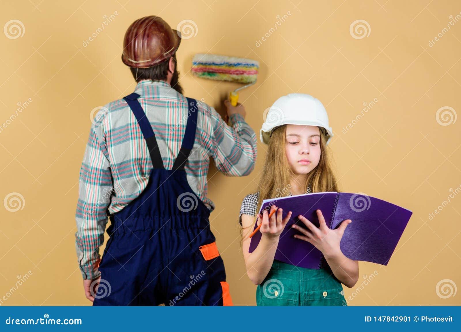R Βιομηχανία Εργαλεία για την επισκευή άτομο με το μικρό κορίτσι εκπαίδευση εφαρμοσμένης μηχανικής βοηθός εργατών οικοδομών