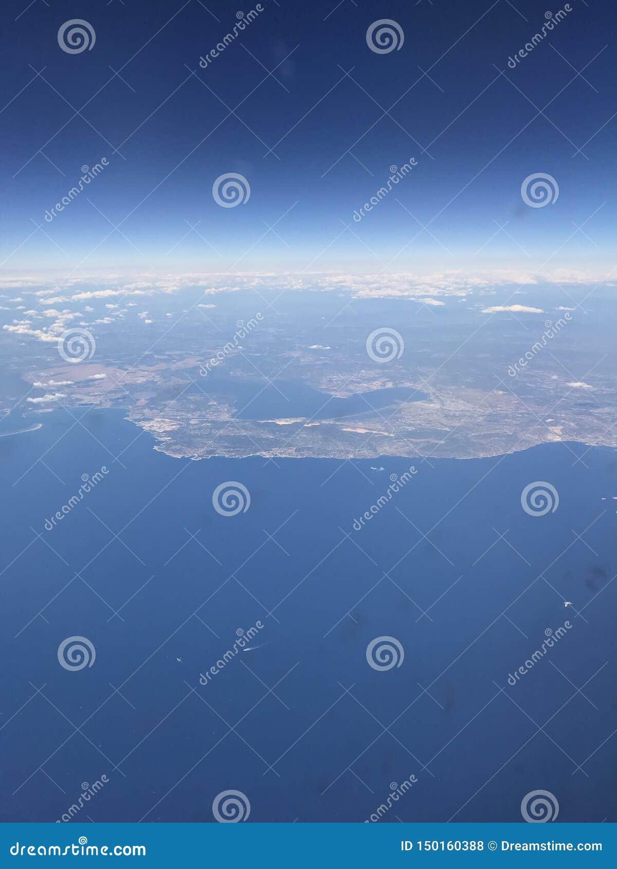 R 巴塞罗那,天空蔚蓝,飞行