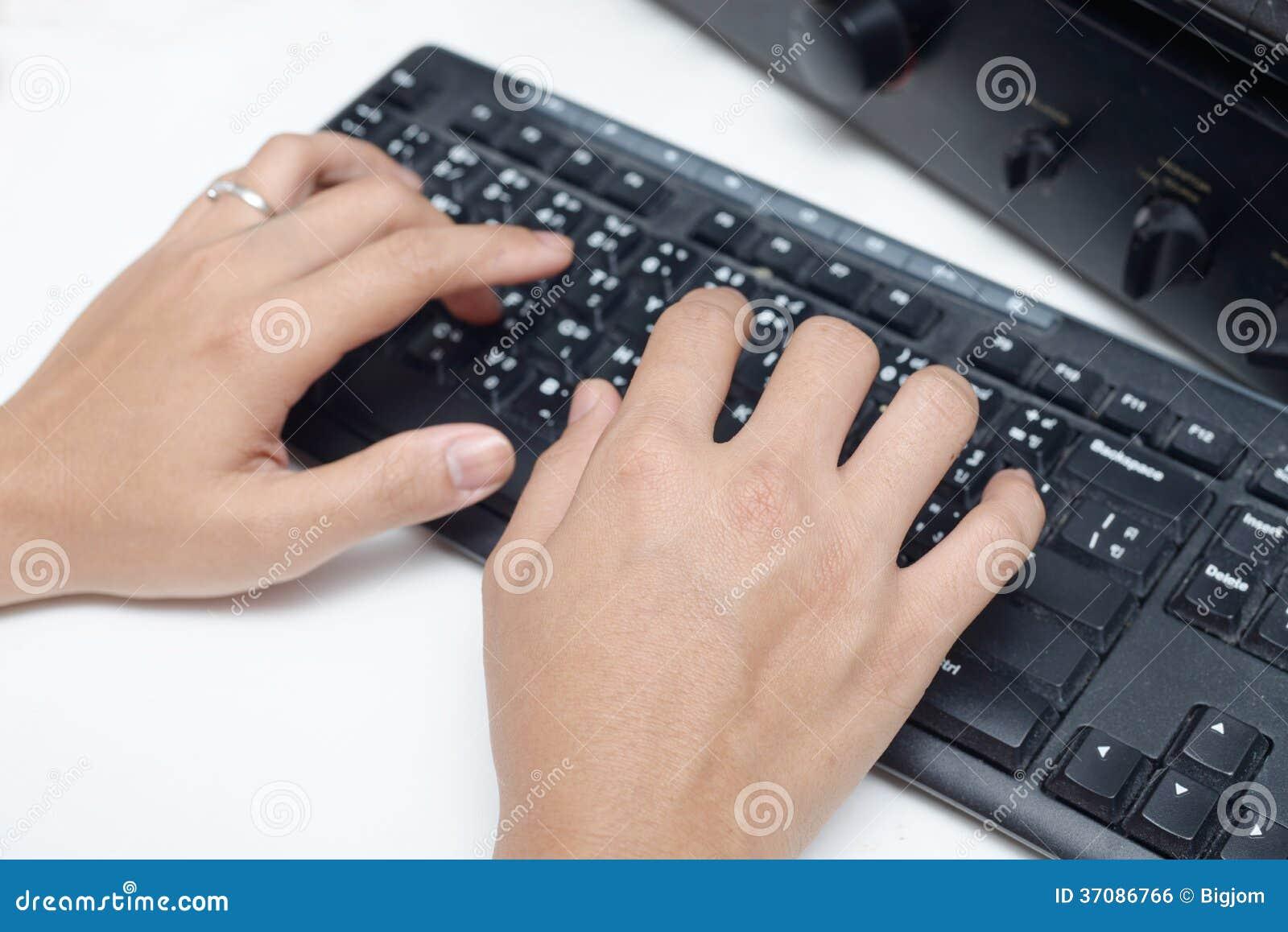 Download Ręki Pracuje Na Klawiaturze Zdjęcie Stock - Obraz złożonej z wyposażenie, human: 37086766