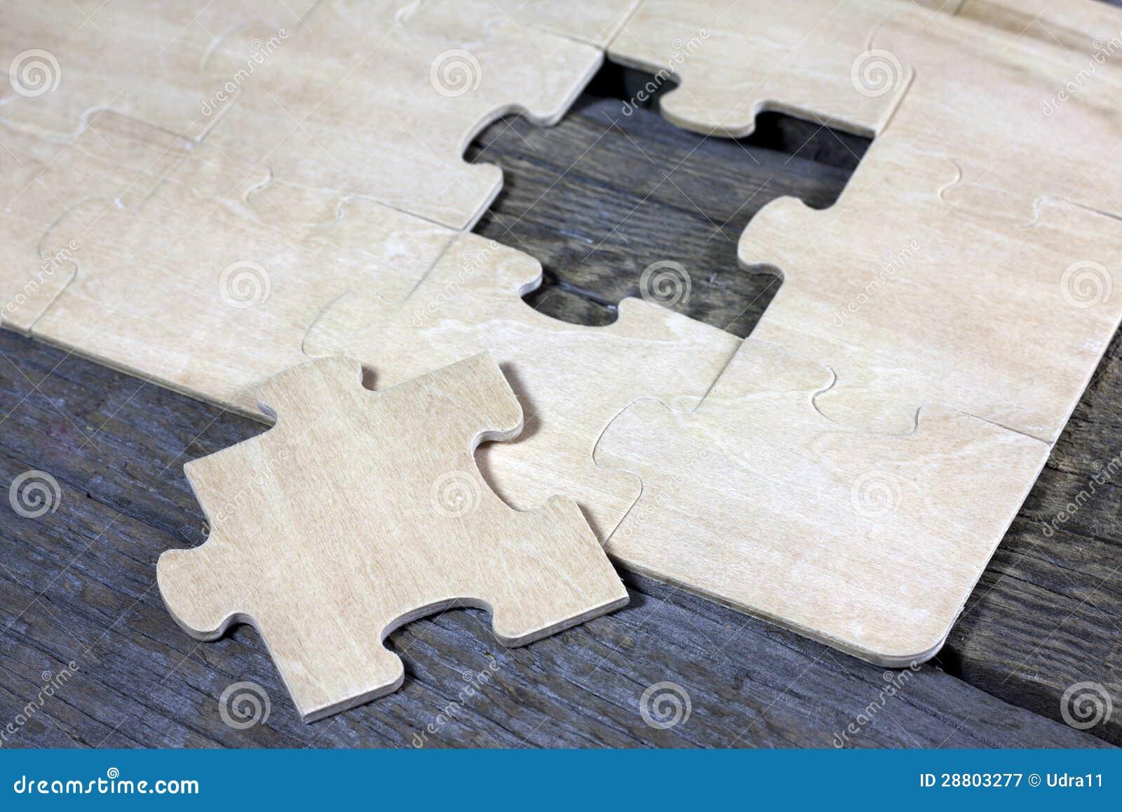 Raadsel op houten van het bedrijfs raadsteam concept