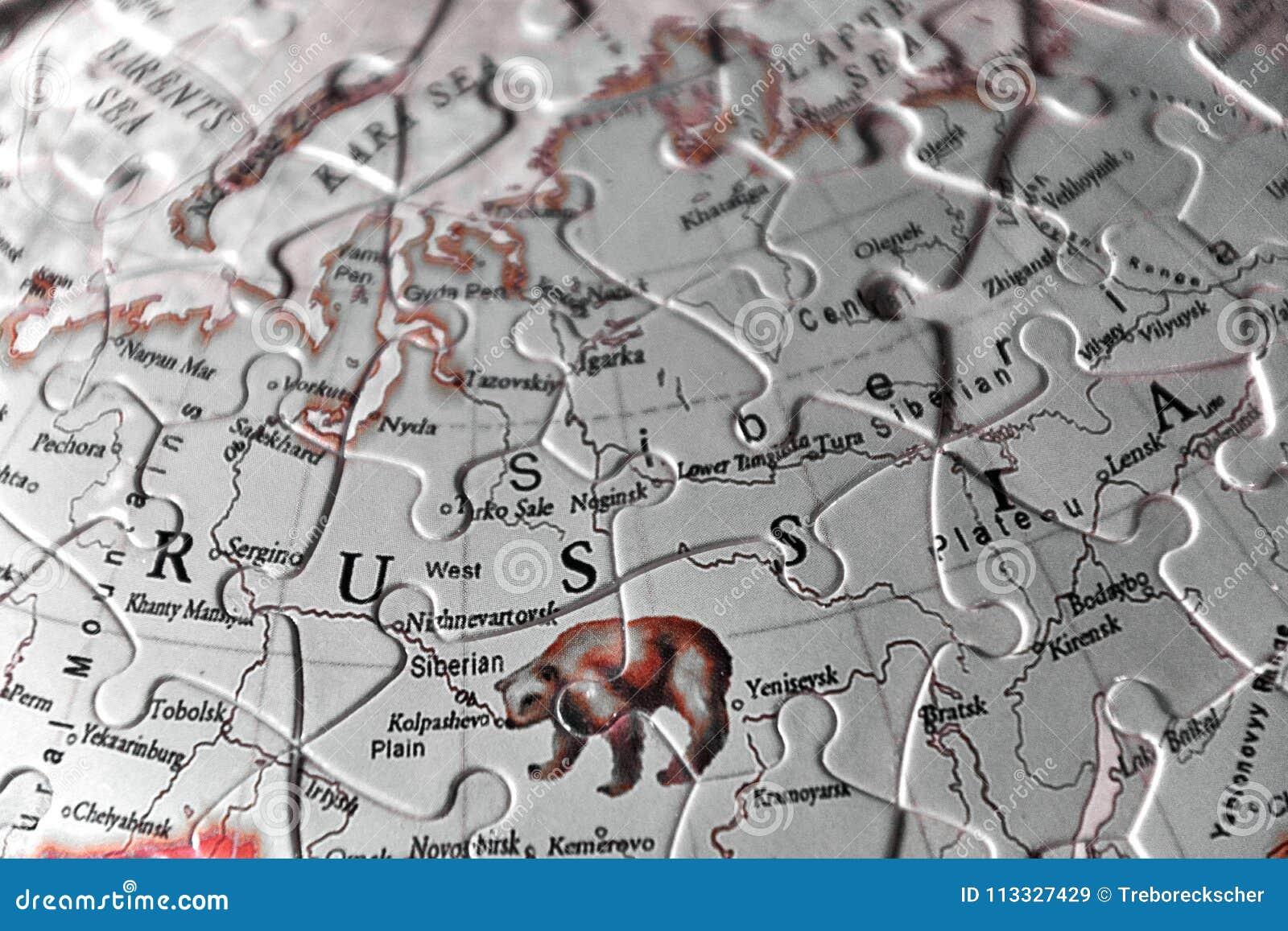Raadselkaart en de Brieven van de naam van het land van Rusland in blac