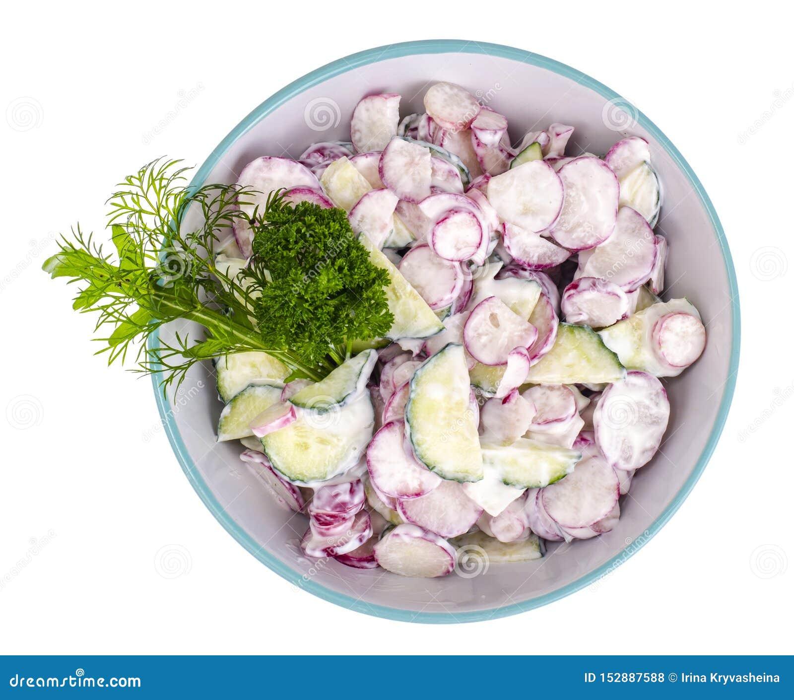 Rabanete fresco, salada do pepino com molho do iogurte