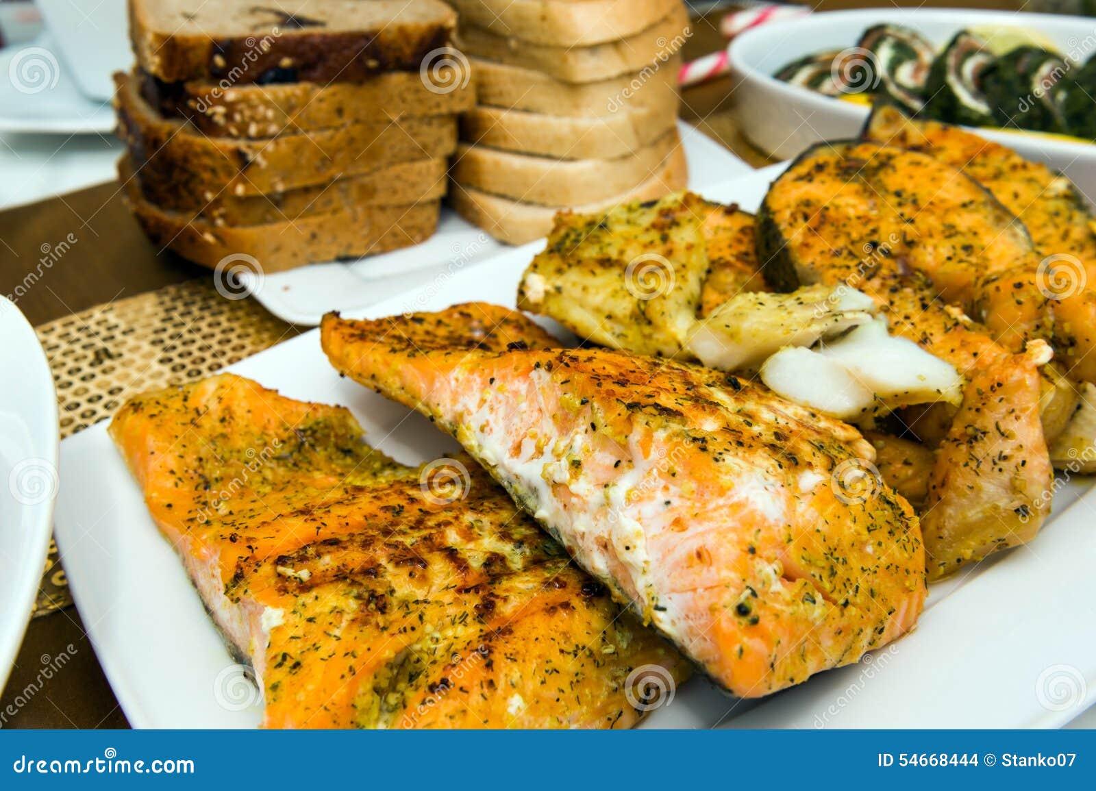 Raccordi di color salmone arrostiti