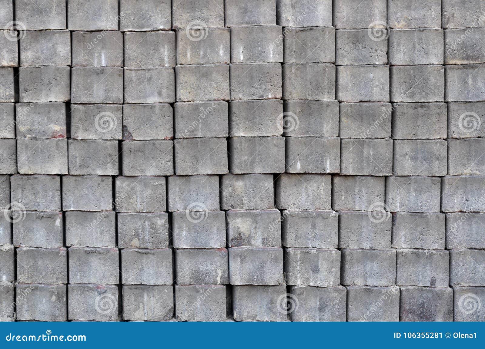 Rader av förberedande stenhällar