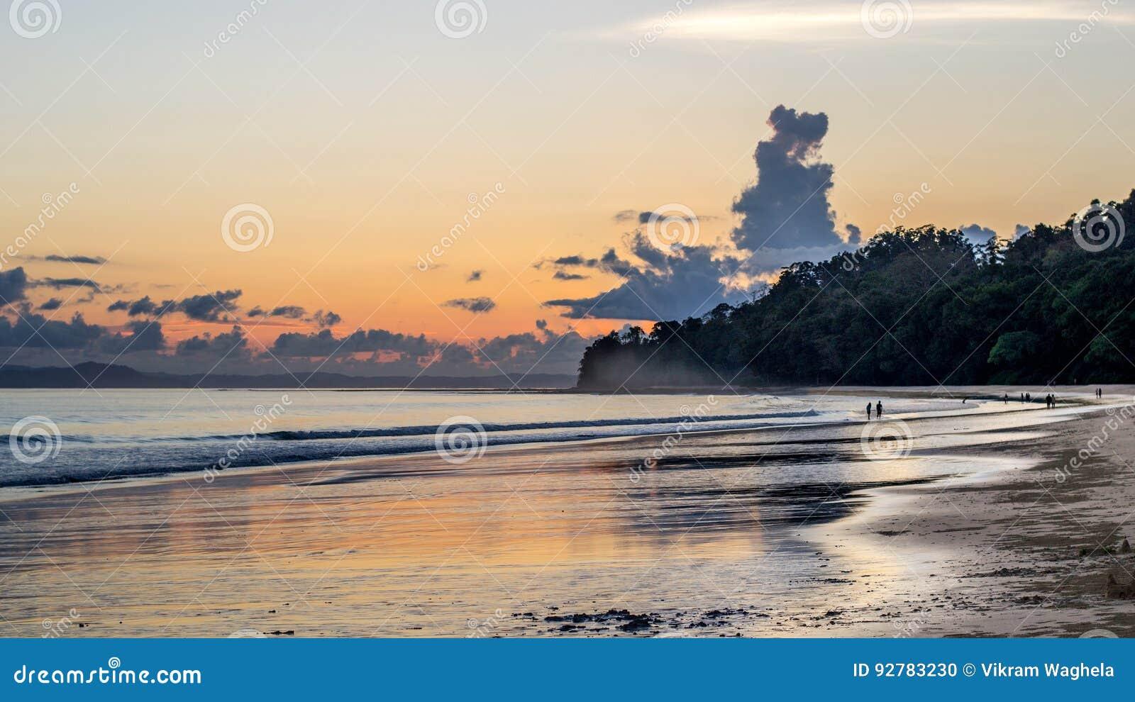 Radhanagar plaży zmierzch, Andaman wyspy