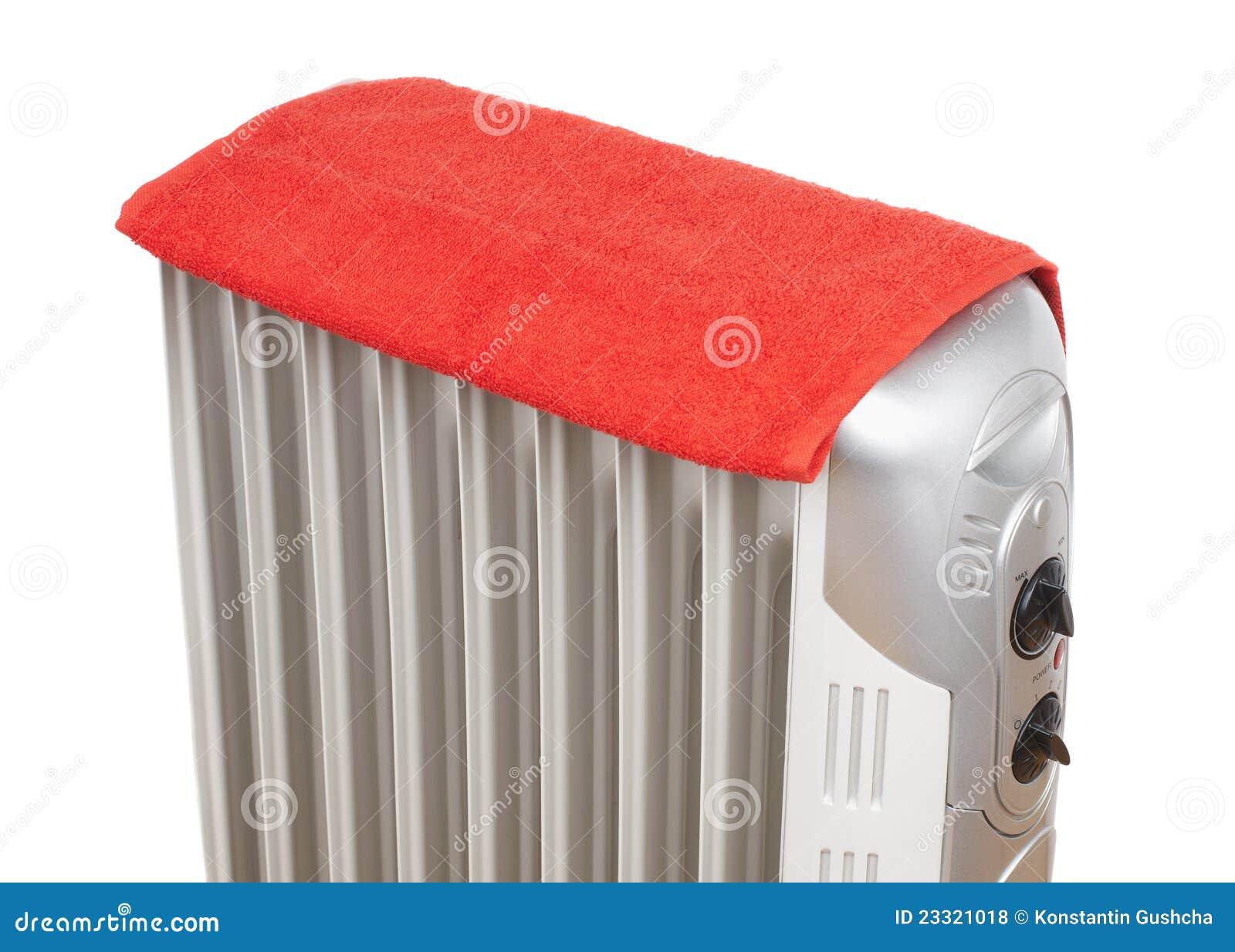 Radiateur lectrique couvert par l 39 essuie main rouge photos libres de dro - Radiateur electrique puissance par m3 ...