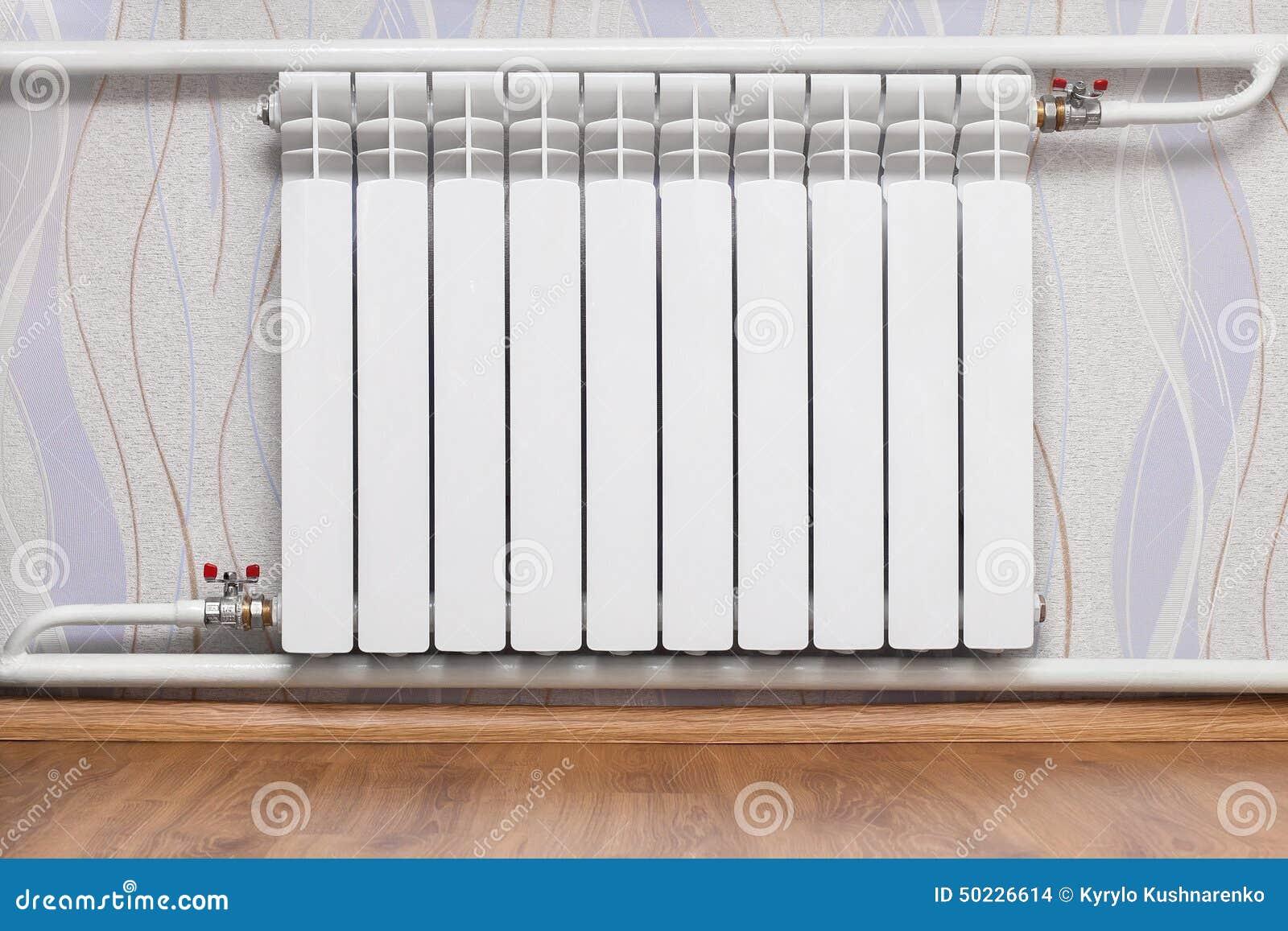 radiateur de chauffage dans la chambre photo stock image du m tal froid 50226614. Black Bedroom Furniture Sets. Home Design Ideas