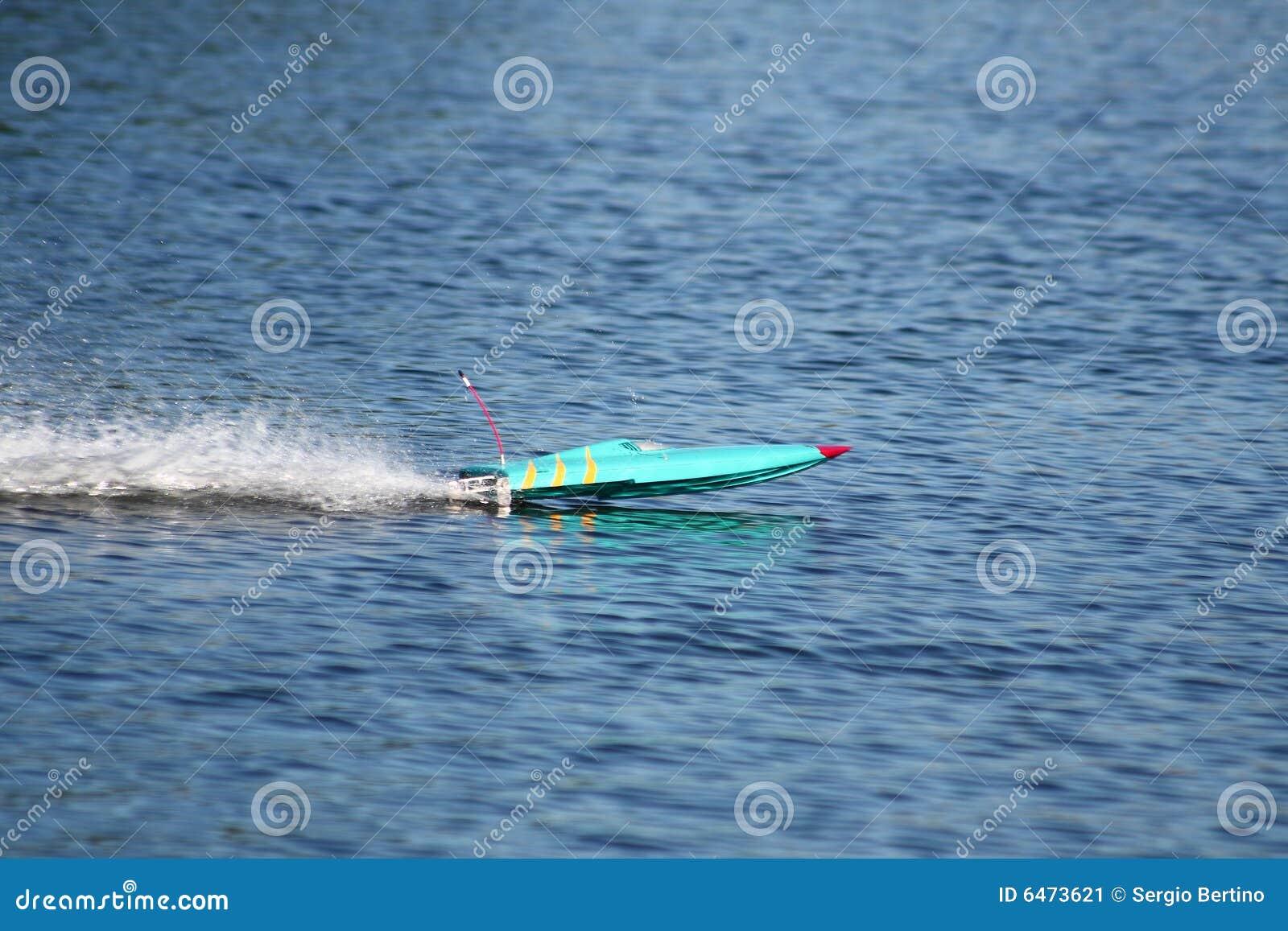 Radio łódź kontrolowana wody.