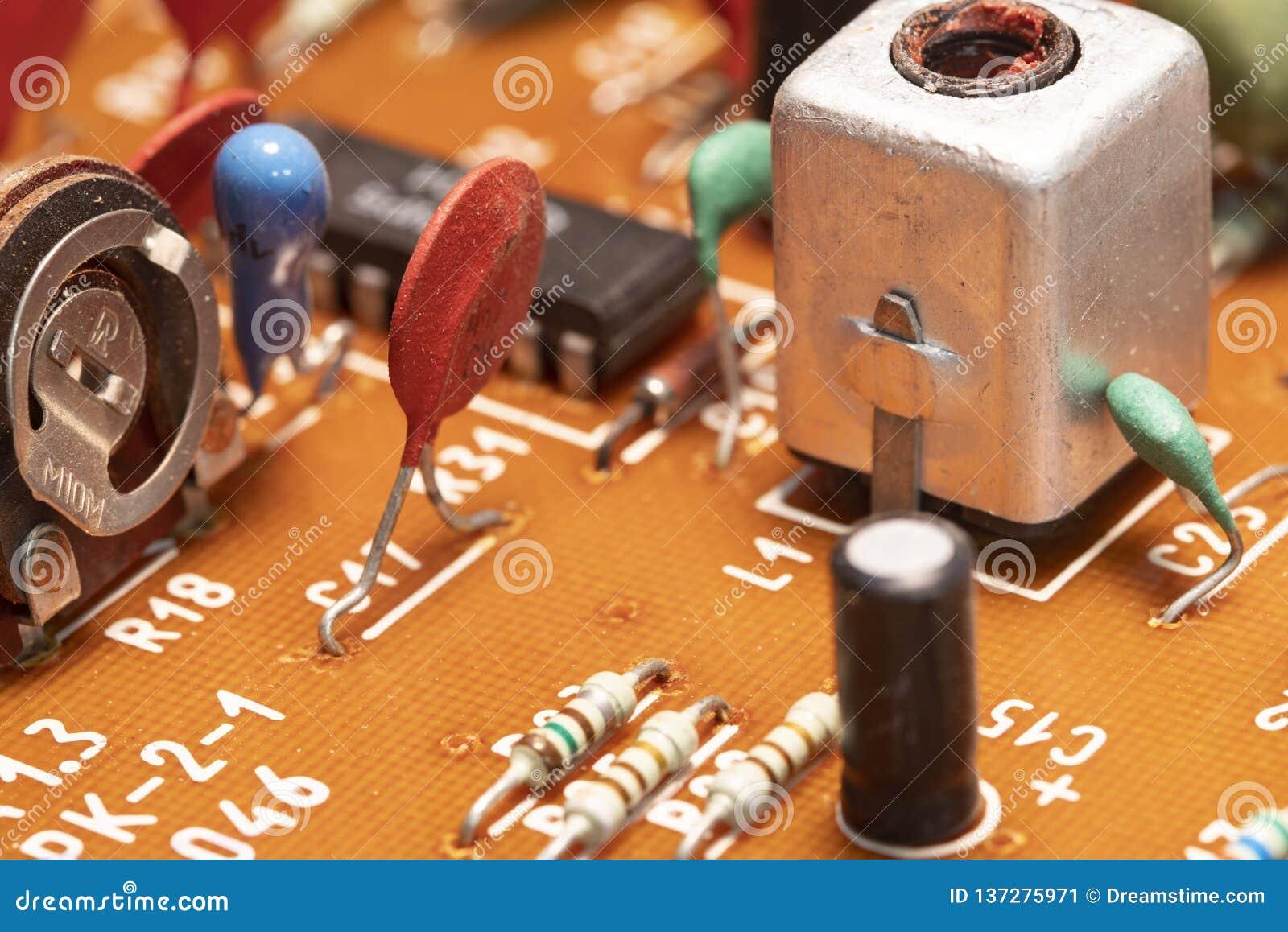 Radiocomponenten op een gedrukte kringsraad