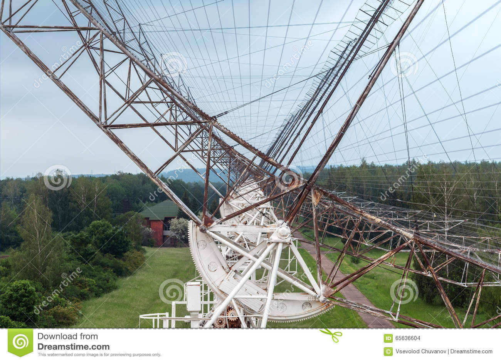 Radiotélescope d antenne russe pour étudier des pulsars