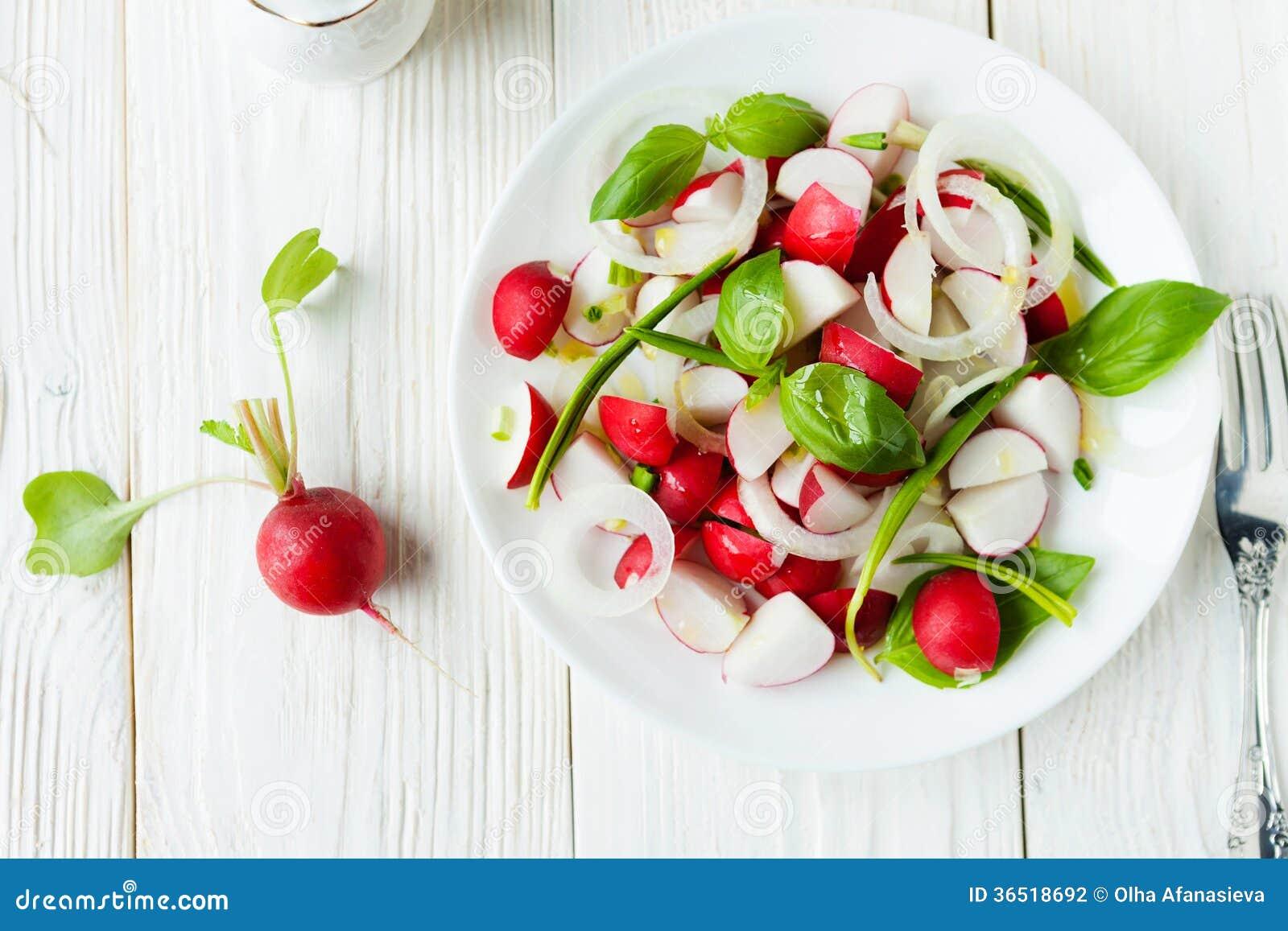 Radis frais dans une salade