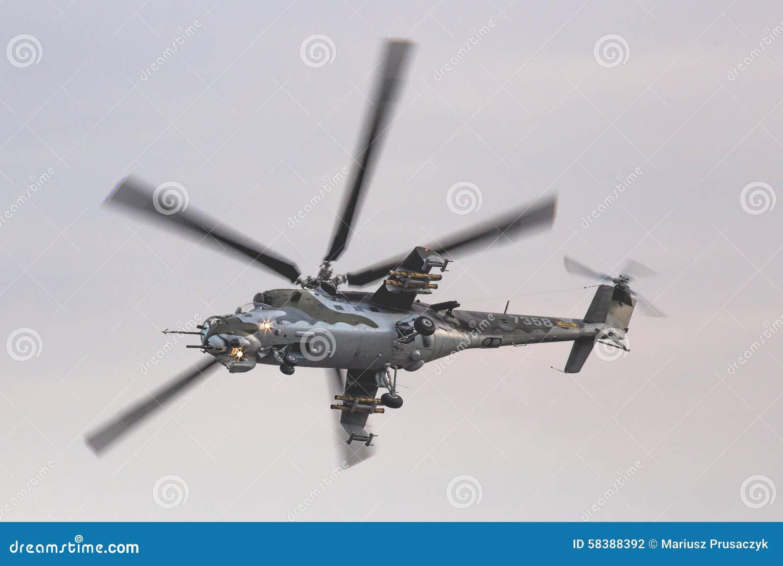 RADOM, POLOGNE - 22 AOÛT : Affichage MI-24 de derrière pendant le salon de l aéronautique 20